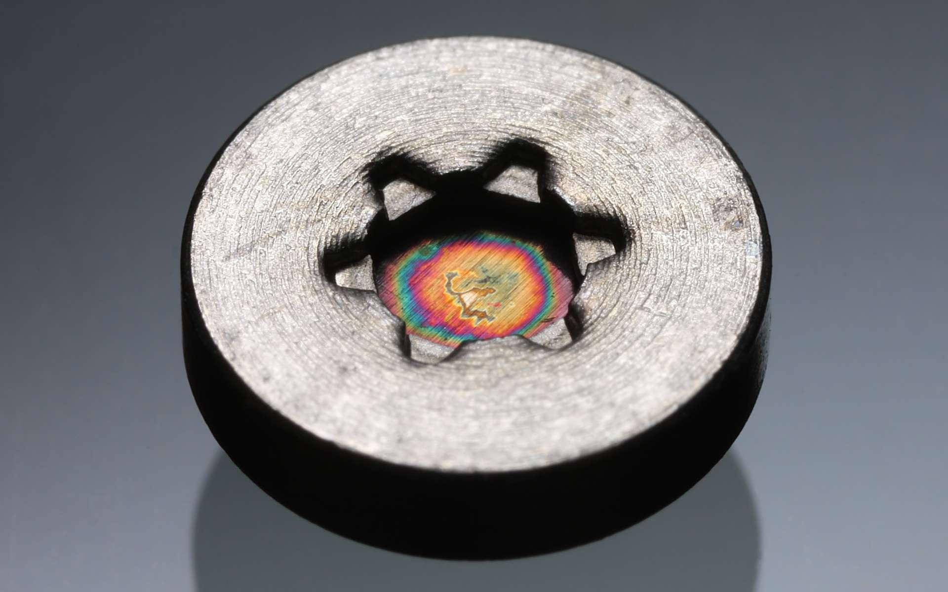 L'américium est un élément hautement radioactif considéré comme un déchet nucléaire. © Andrew Magill, Flickr, CC by 2.0