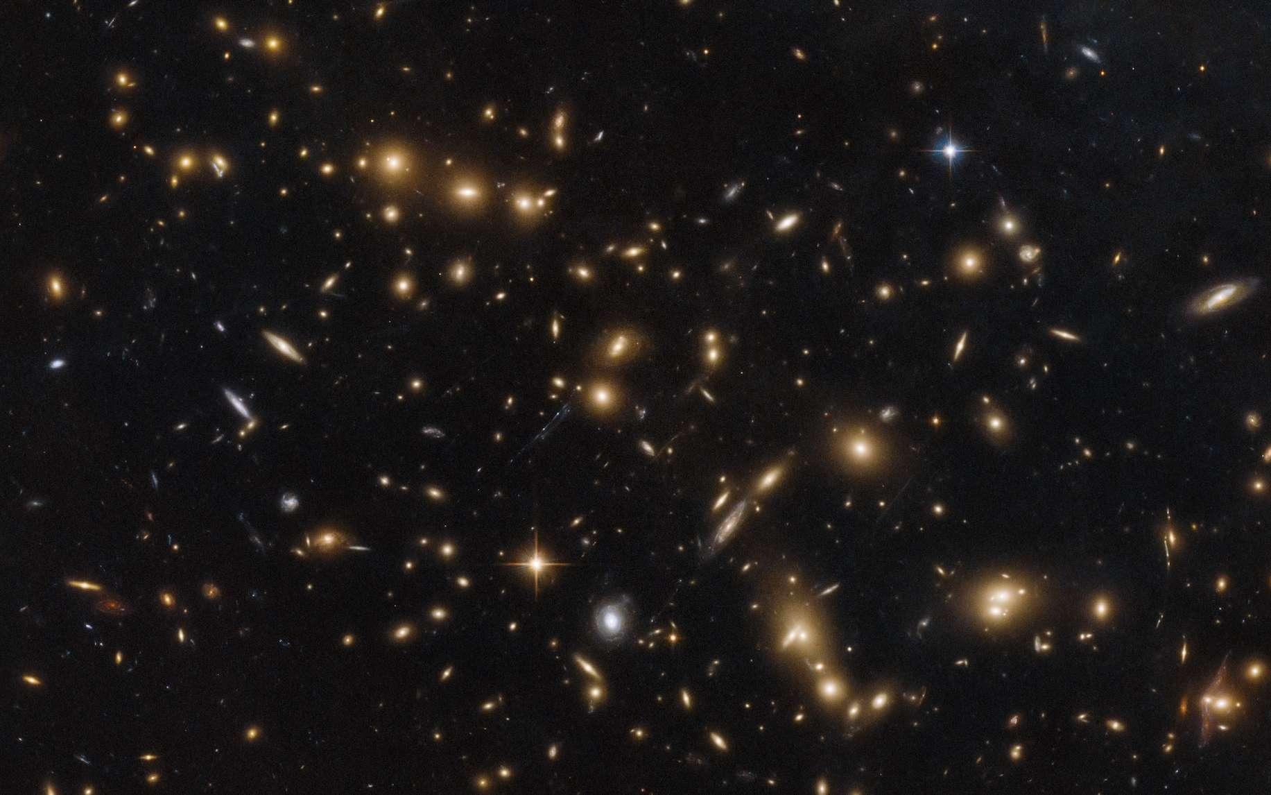 Notre univers ne se limite pas à la Voie lactée ! Quelle est sa taille ? En photo : amas de galaxies aux confins de l'univers photographié par Hubble. © Nasa, ESA, Hubble, Relics