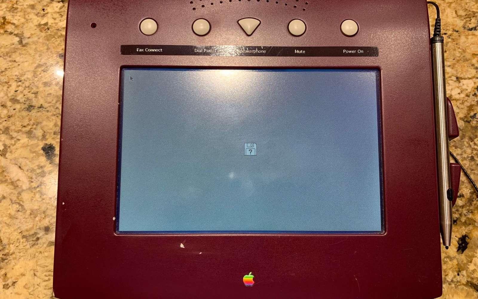 Écran tactile, stylet, téléphonie, carnet d'adresses... Tout existait déjà chez Apple en 1993. © Sonny Dickson