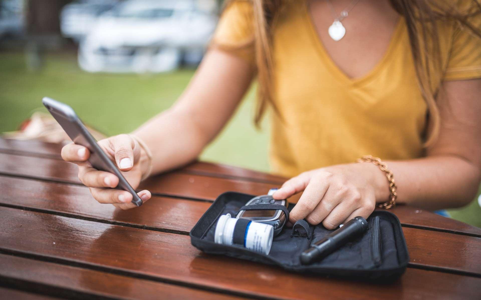 Est-ce notre tendance à rester les yeux rivés sur l'écran du smartphone qui engendre la dépression ou l'inverse ? © AzmanL, IStock.com