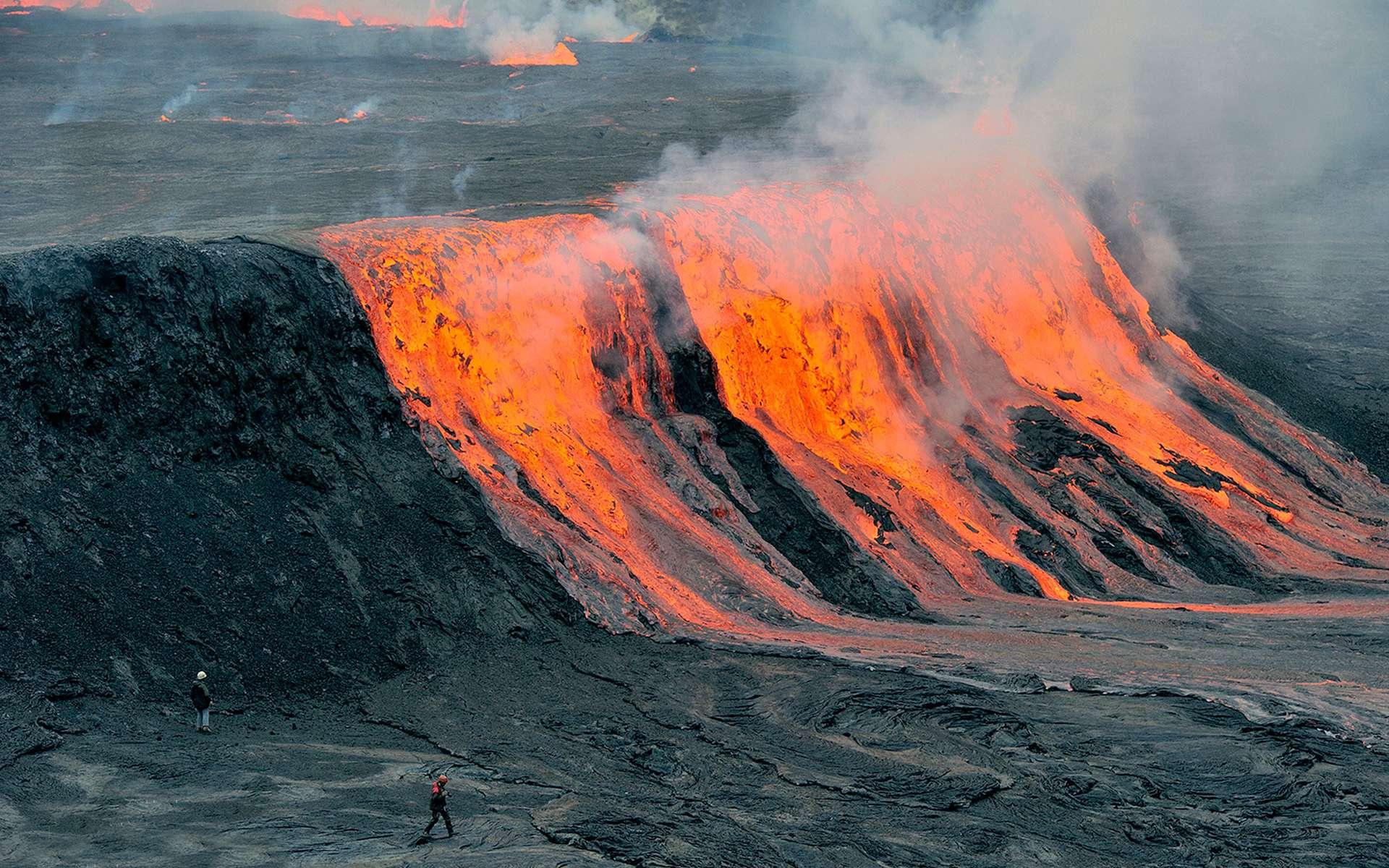 Débordements du lac de lave du Nyiragongo. © Olivier Grunewald