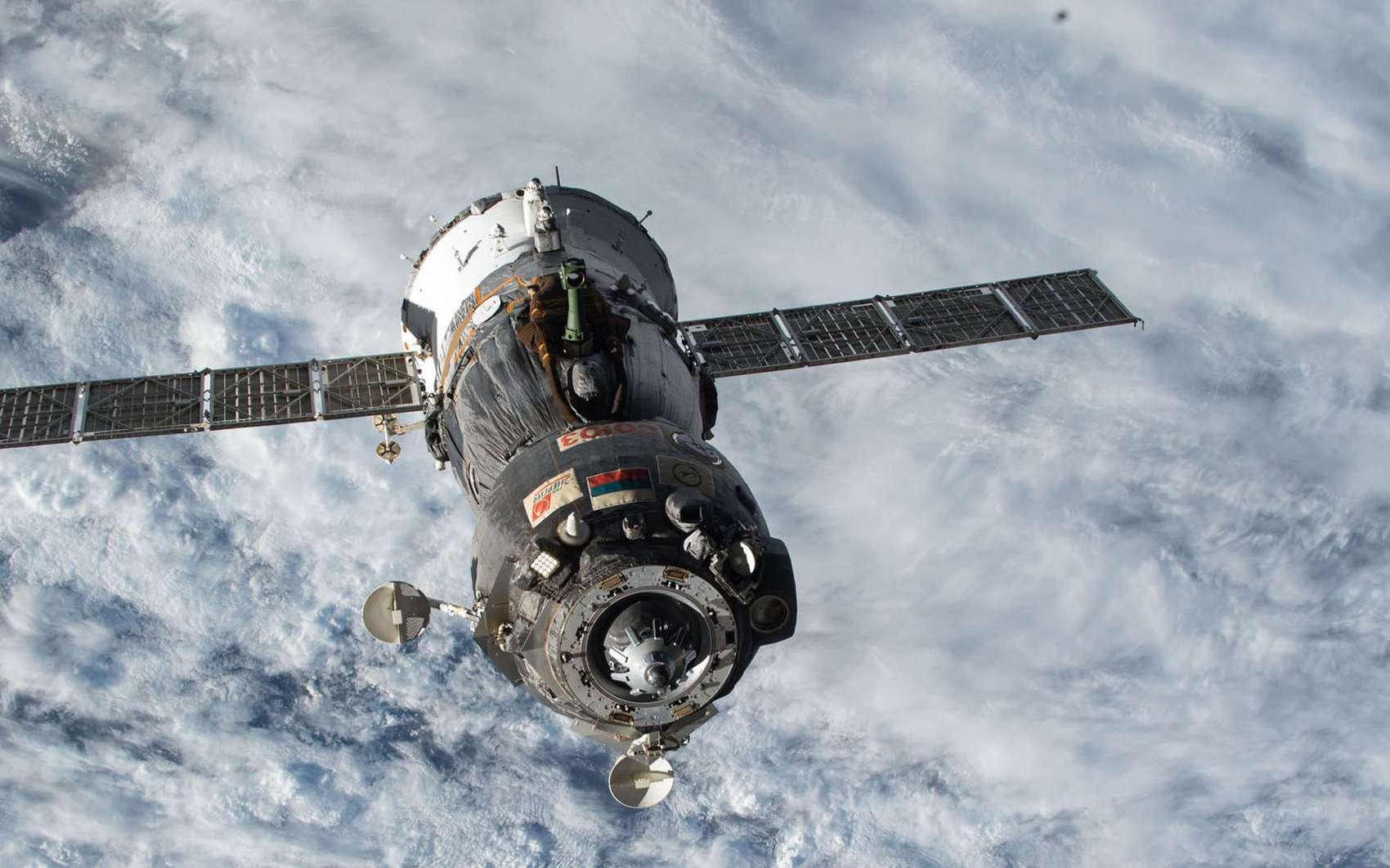 La capsule russe Soyouz, capable d'emmener trois personnes, est actuellement le seul moyen de transport vers la Station spatiale internationale. La Nasa voulait s'en débarrasser dès 2018 mais il lui faudra attendre la fin de cette décennie. © Nasa