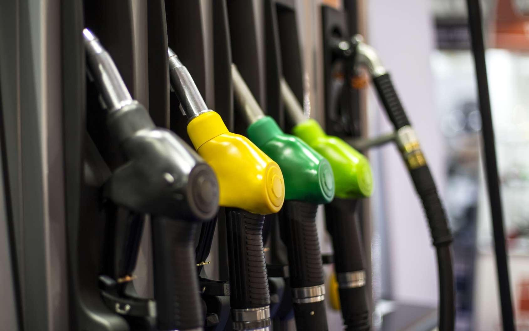 À performances égales, une voiture à essence émet moins de CO2 qu'une voiture diesel. © Boggy, fotola