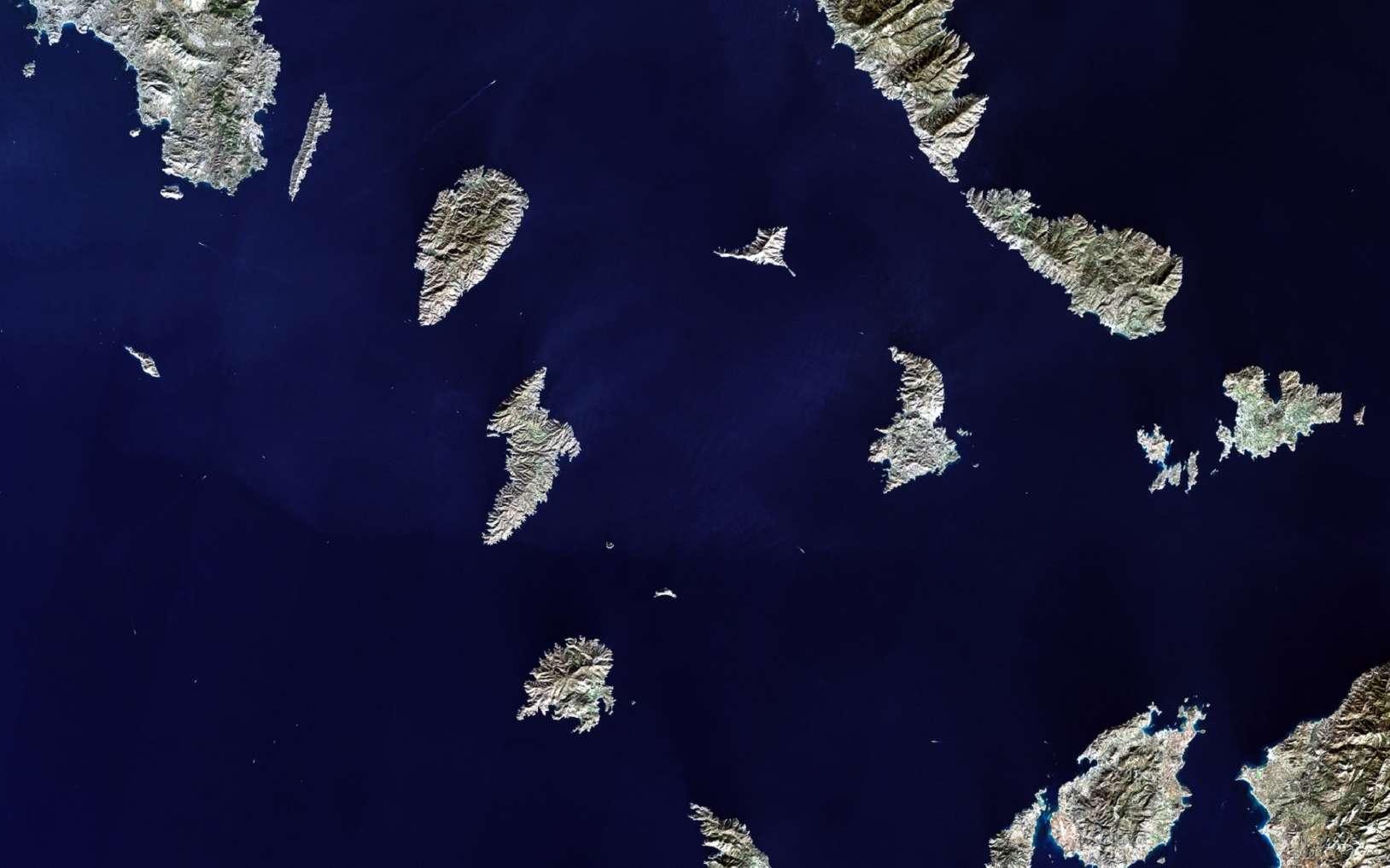 Des satellites mesurent la couleur des eaux de surface. © voran, Fotolia