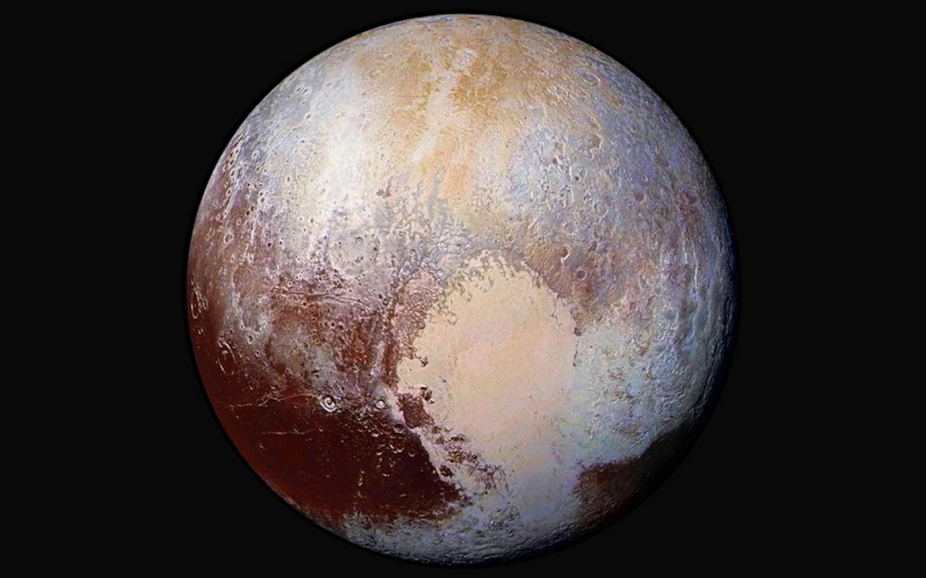 Quatre images de l'imageur de reconnaissance à longue portée (LORRI) de la sonde New Horizons ont été combinées avec les données de couleur de l'instrument Ralph pour créer cette vue globale de Pluton. © Nasa/JHUAPL/SwRI