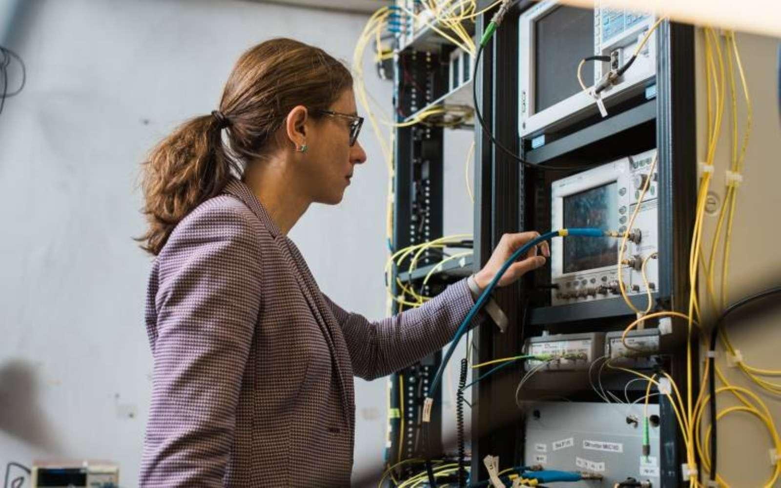 C'est en modulant les signaux que l'équipe de chercheurs a pu atteindre ce record de débit sur Internet. © UCL