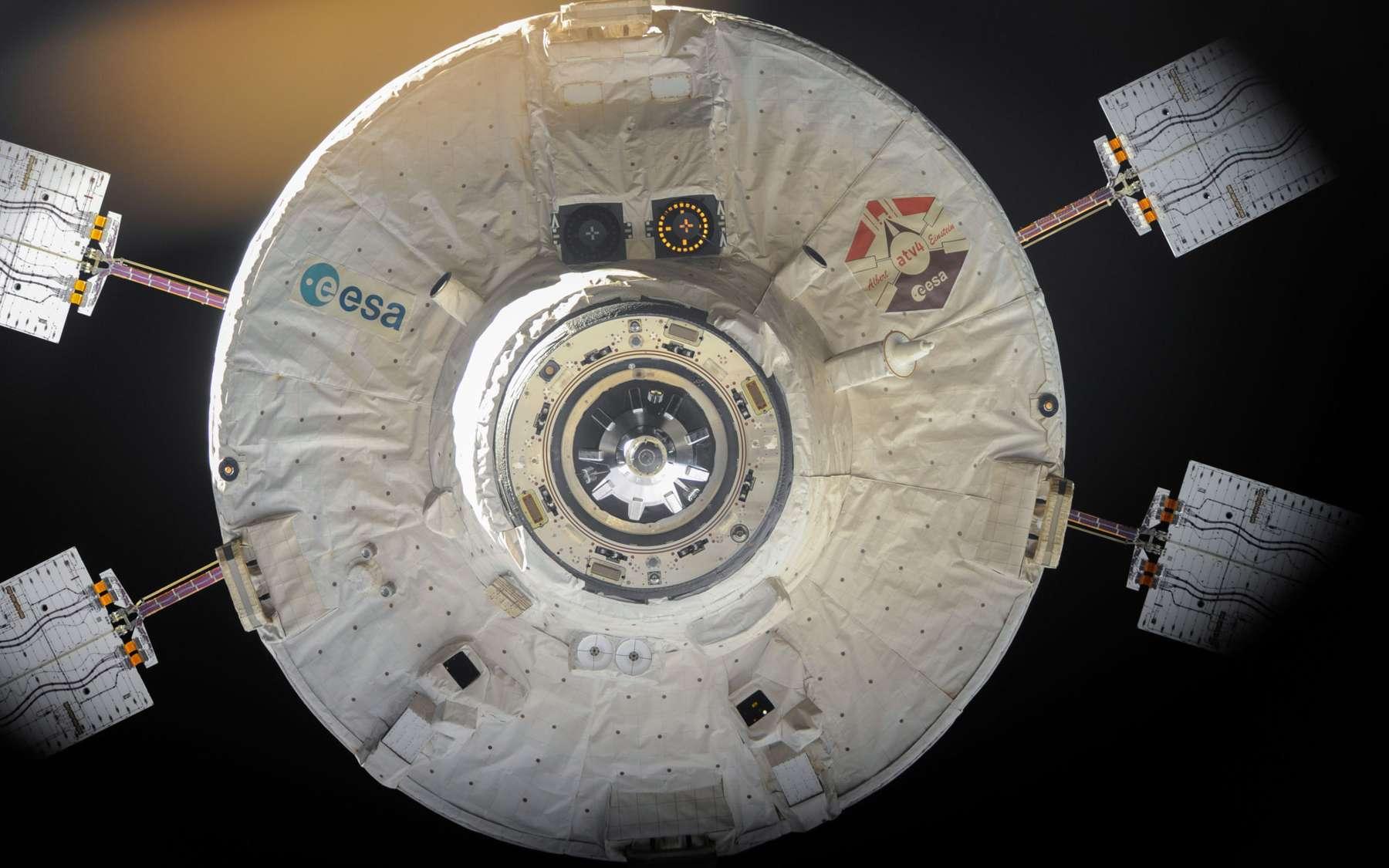 Départ de l'ATV-4 Albert Einstein de la Station spatiale internationale. Le 28 octobre, il s'est décroché de la partie russe du complexe orbital. © Nasa