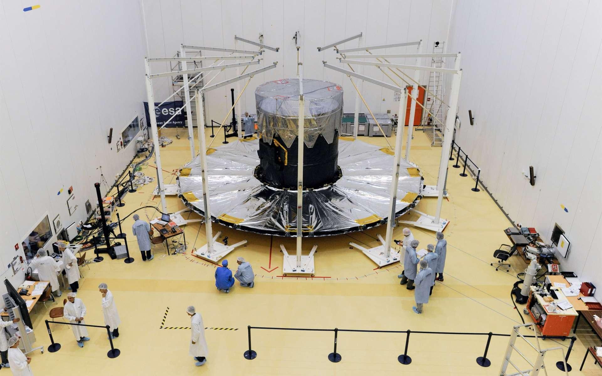 Le satellite Gaia dans sa configuration opérationnelle, bouclier thermique déployé. © M. Pedoussaut, Esa