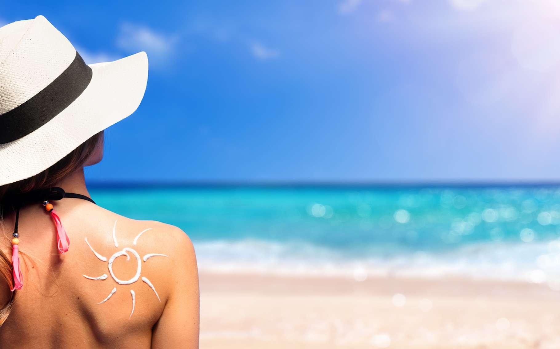 Selon une étude scientifique, nous n'appliquerions pas assez de crème solaire pour que celle-ci soit aussi efficace que les fabricants l'annoncent. © Romolo Tavani, Fotolia