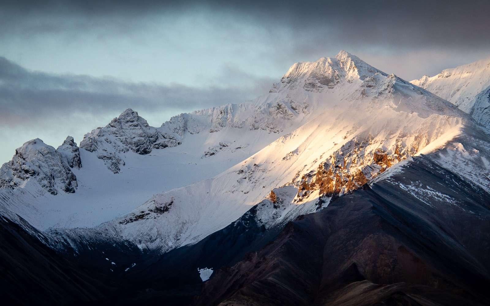 Le Mont Denali en Alaska voit ressurgir les dizaines de tonnes de déjections laissées par les alpinistes au cours de années. © Arthur T. LaBar, Flickr