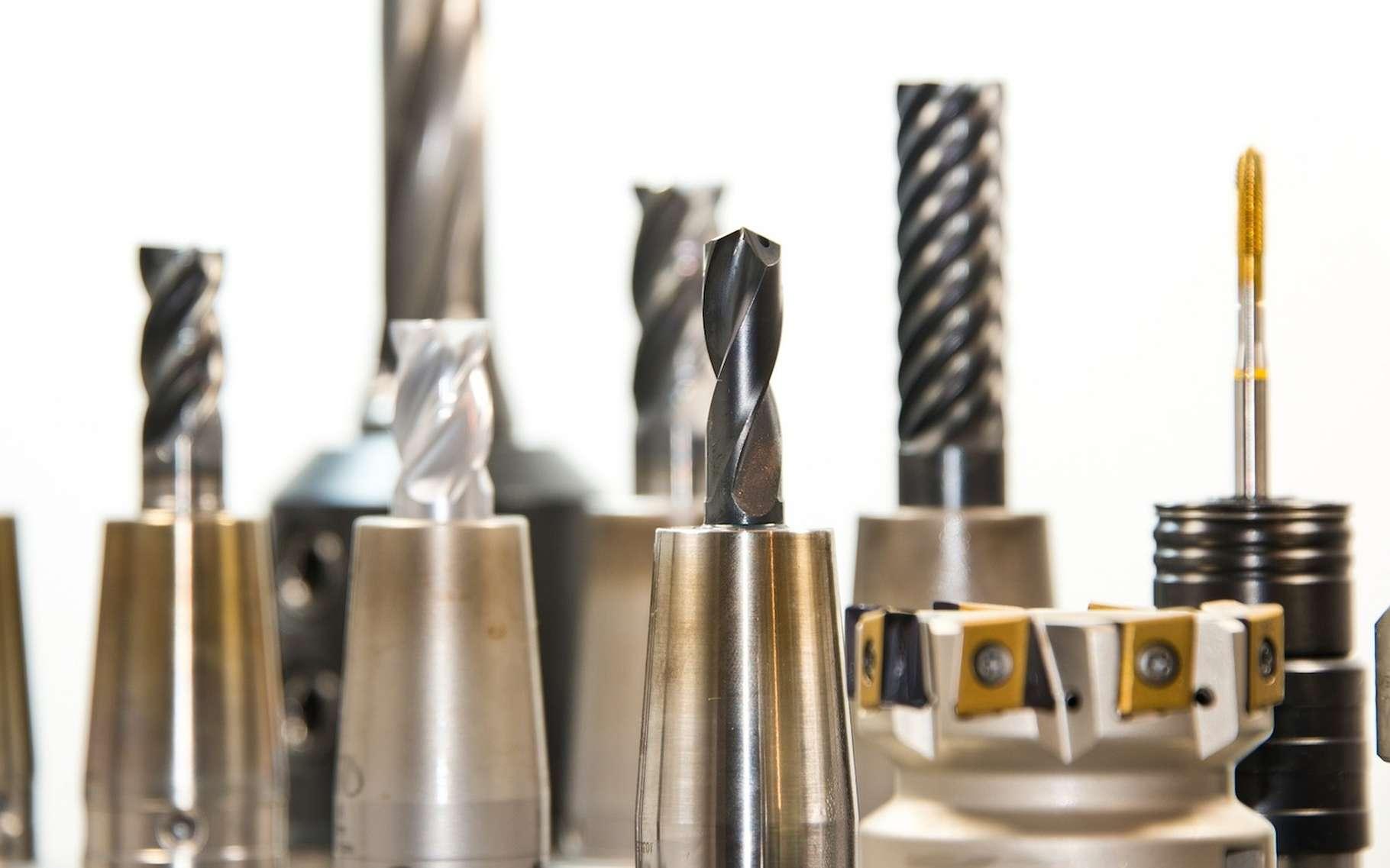 Certains forets sont revêtus de nitrure de titane afin de les durcir. © blickpixel, Pixabay, CC0 Creative Commons