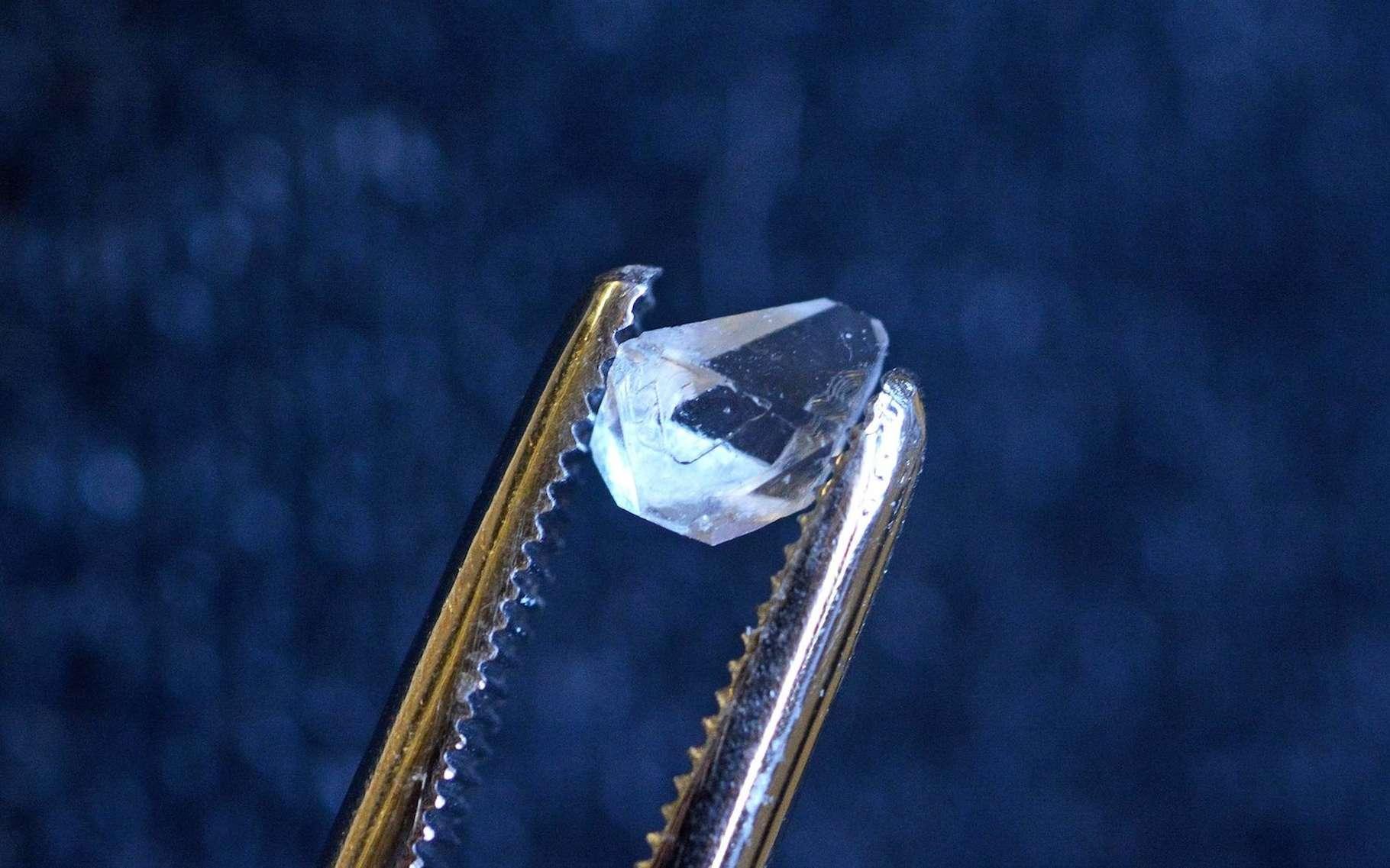 Des physiciens de l'université de Yale ont découvert la signature d'un cristal temporel au cœur d'un cristal de phosphate de monoammonium. © Michael Marsland, Université de Yale