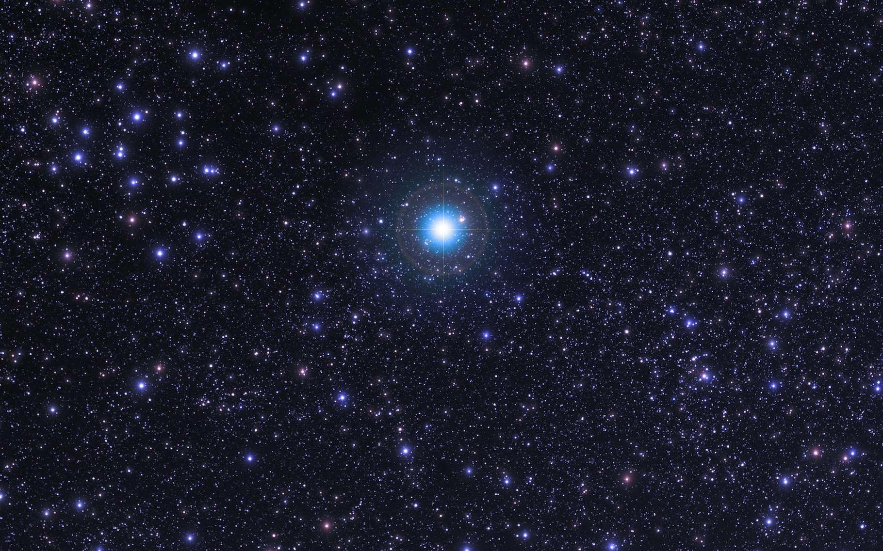 Sirius, l'étoile la plus brillante du ciel nocturne, est en fait un système stellaire à deux étoiles. © astrosystem, Adobe Stock