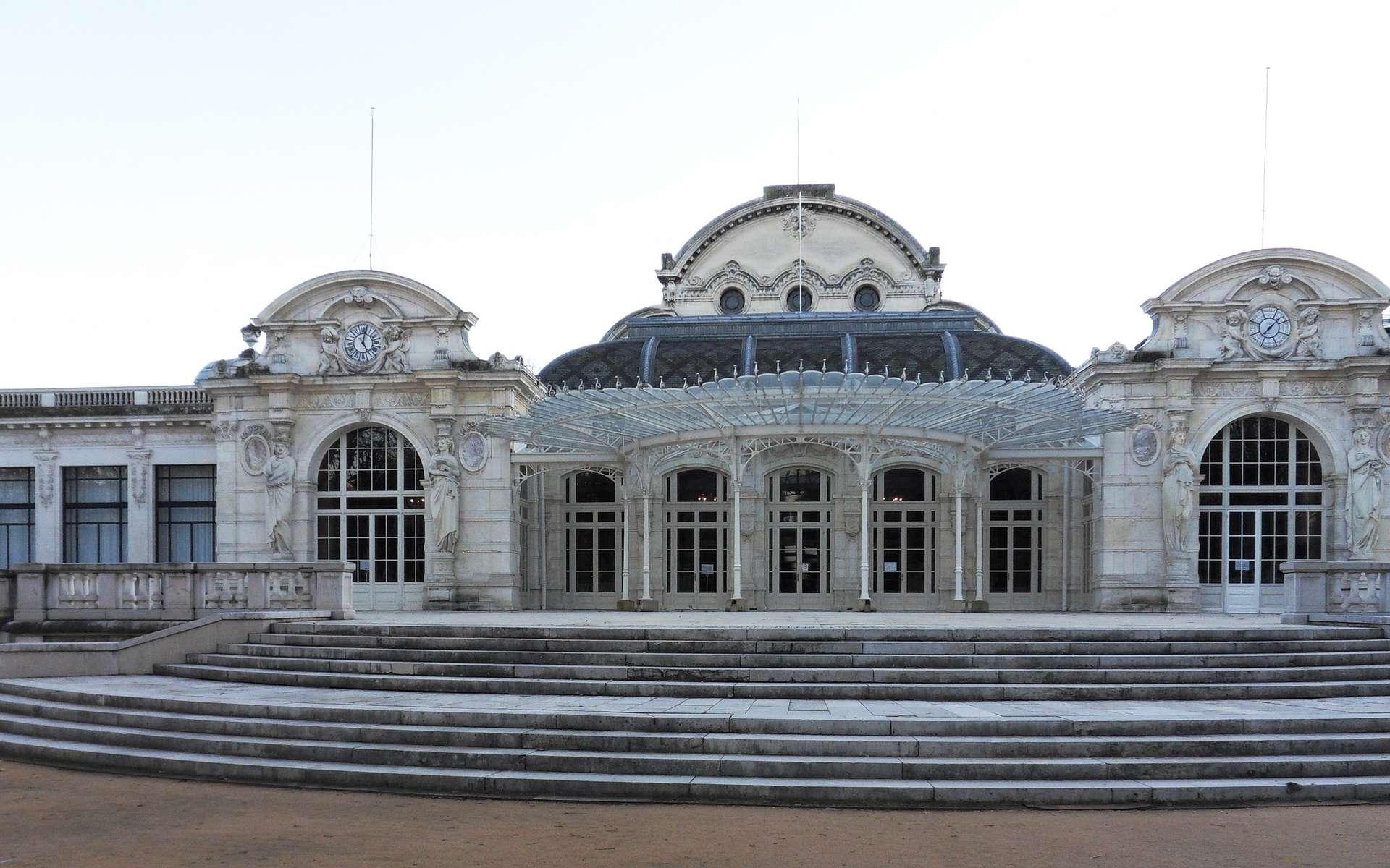 C'est dans ce bâtiment que siégeait le gouvernement de Vichy entre 1940 et 1944. © Wikimedia Commons, CC by-sa 3.0