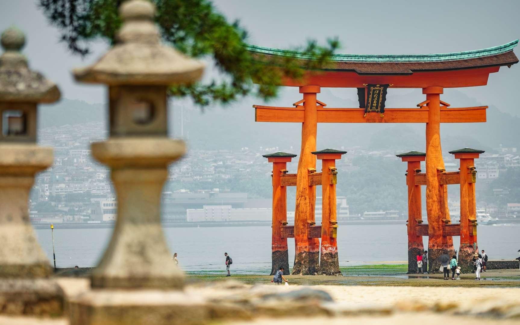 Le sanctuaire d'Itsukushima se trouve dans la baie d'Hiroshima. © F.C.G., Fotolia