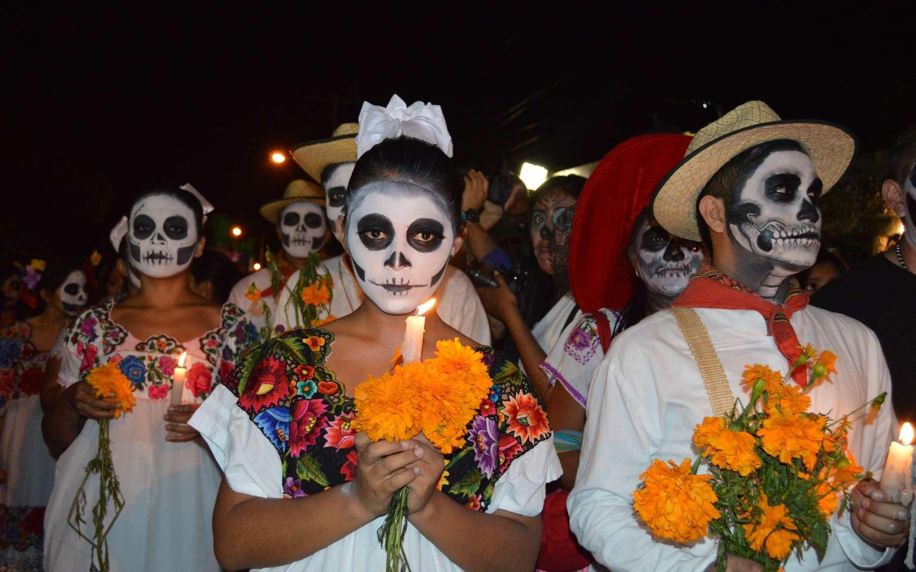 Le grand rituel de la fête des Morts au Mexique s'accompagne des chants, danses, carnavals et grands repas festifs pour célébrer les défunts. © Pxhere, DP