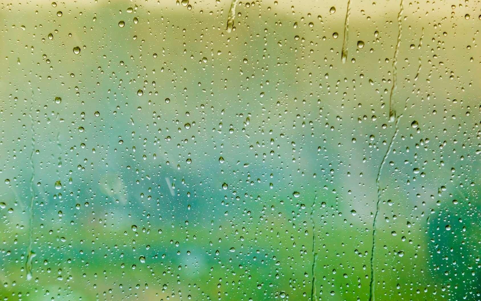 La patiente voit tomber la pluie sur la fenêtre, mais pas le paysage fixe. © Alexandr, Fotolia