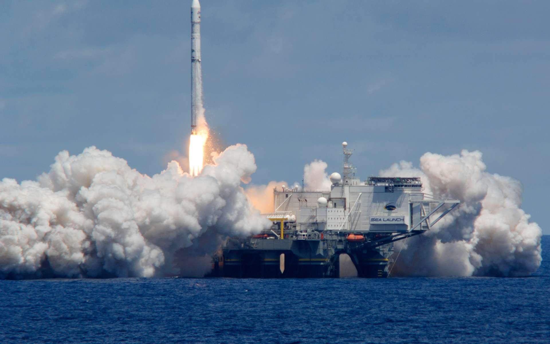 Deux après l'explosion au décollage du lanceur Zenit 3SL et la mise en redressement judiciaire qui s'en est suivie, Sea Launch vient de réussir son retour en vol avec le lancement d'Atlantic Bird 7. © Sea Launch