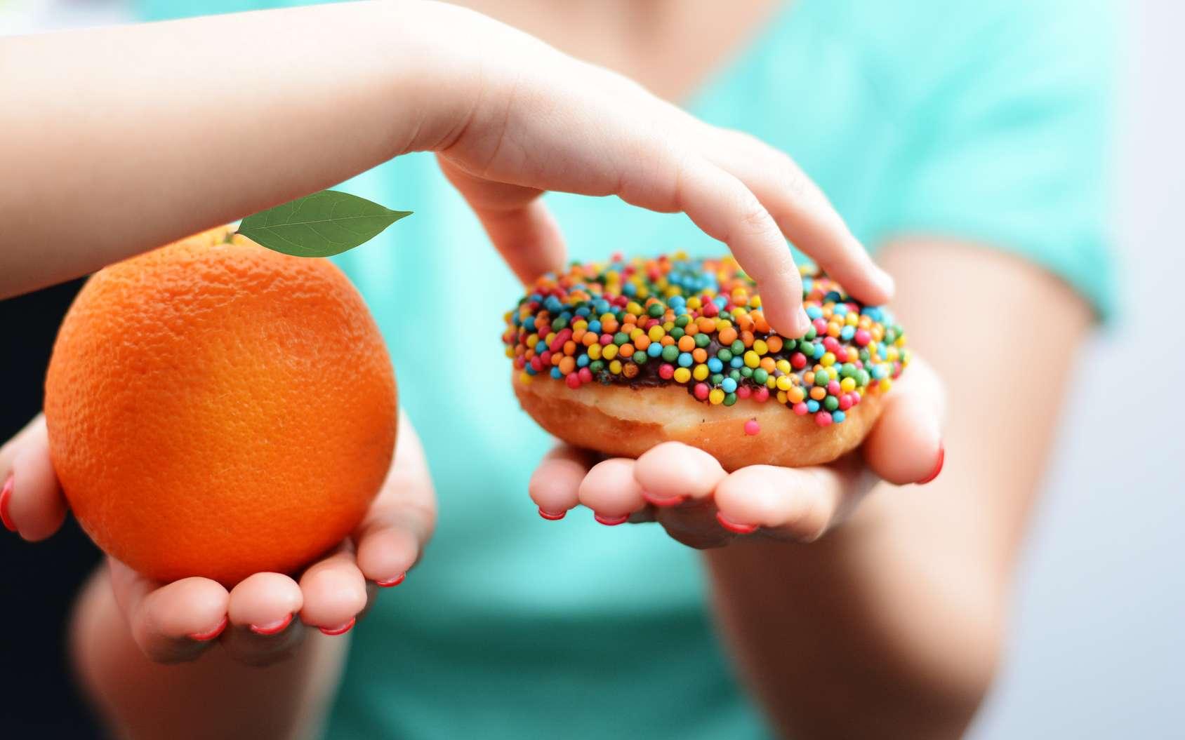 Le choix alimentaire d'un enfant obèse souffrant d'addiction alimentaire. © adrianilie825, Fotolia
