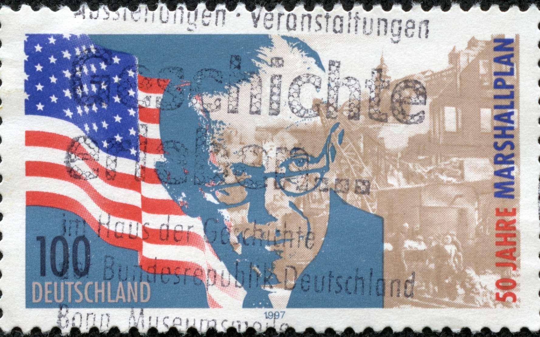 Les États-Unis ont lancé le plan Marshall pendant la guerre froide pour aider à la reconstruction de l'Europe. Timbre édité pour le 50e anniversaire du plan Marshall. © cityanimal, fotolia