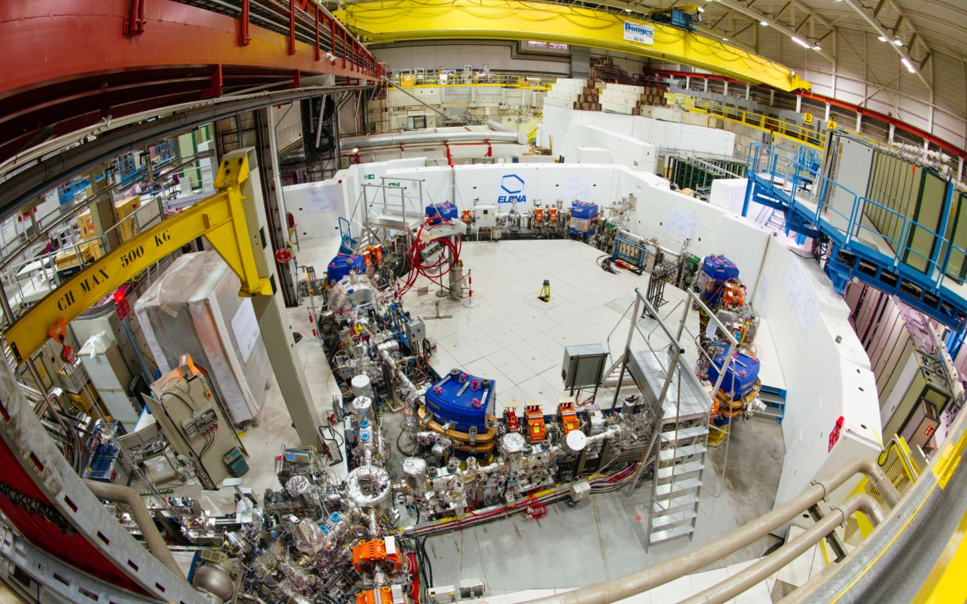 Le Cern est sur la piste de l'antigravité avec l'expérience GBAR. Ici, l'anneau de décélération Elena, de 30 mètres de circonférence, qui réduit l'énergie des antiprotons pour améliorer l'efficacité des expériences sur l'antimatière. © Maximilien Brice, Cern