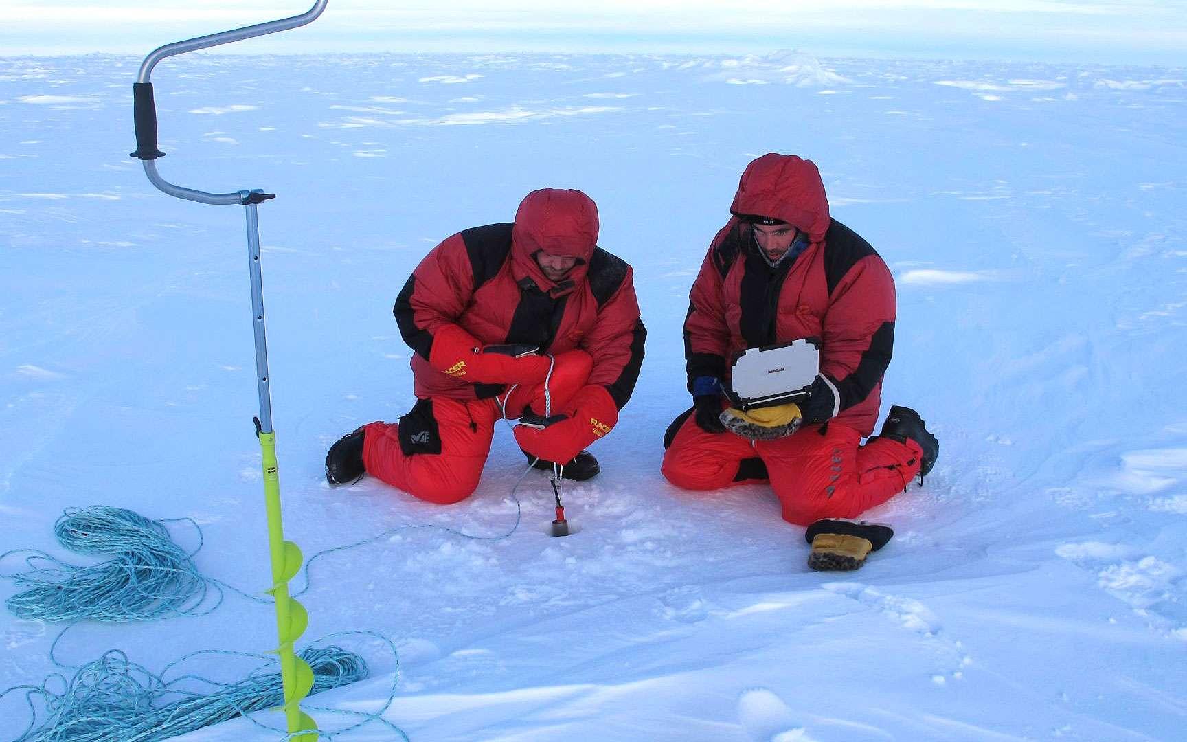 Quelques mesures. Prises de quelques mesures scientifiques. © PôleNord2012