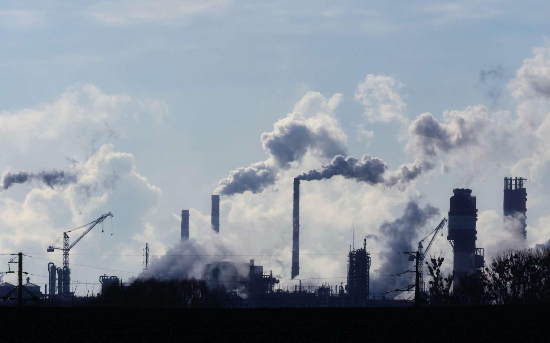 Selon l'Agence internationale de l'énergie (AIE), nos émissions de dioxyde de carbone (CO2), l'une des principales causes du réchauffement climatique anthropique, devraient atteindre un niveau record en 2023. En cause, des plans de relance après la crise du Covid-19 pas suffisamment durables ! © Vital, Adobe Stock
