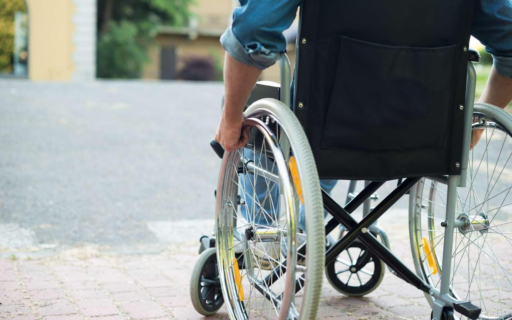 La SEP est une cause fréquente de handicap chez les jeunes adultes. © Minerva Studio, Fotolia