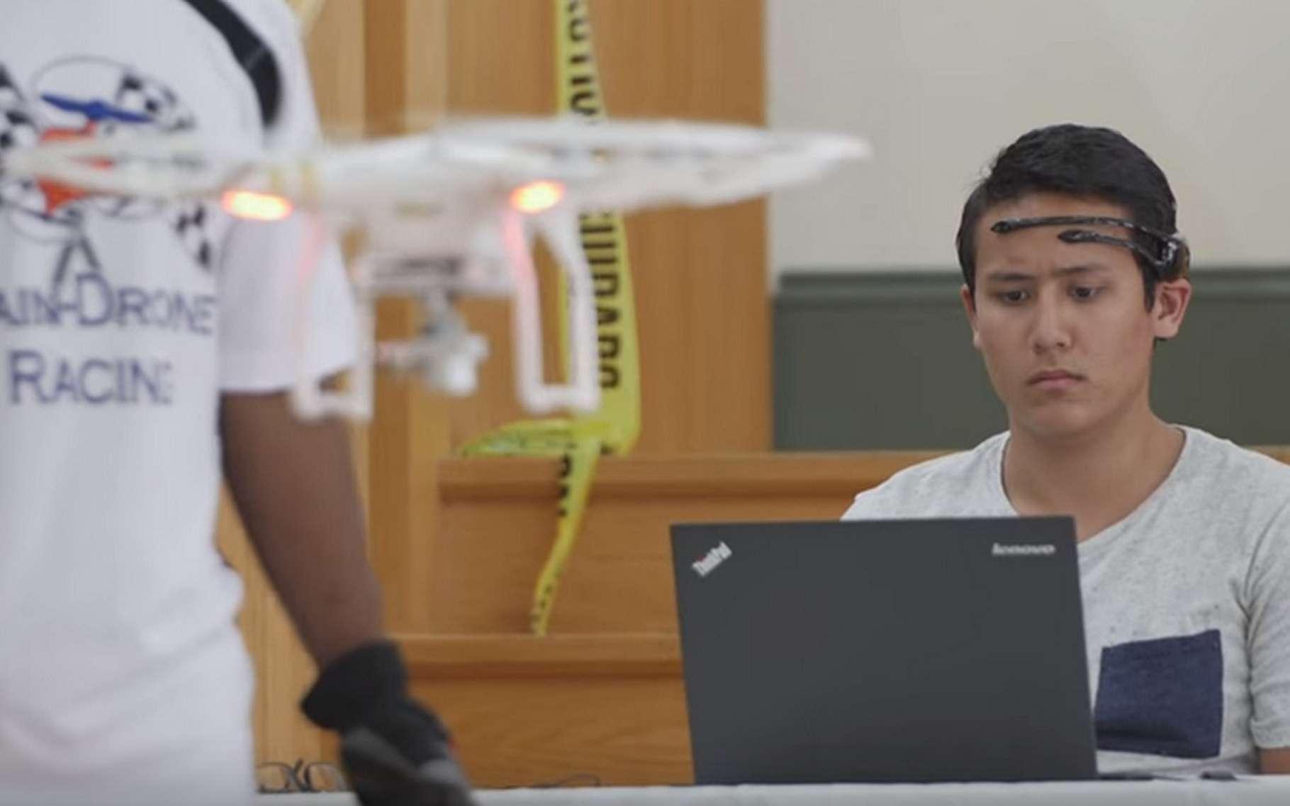 La Brain-Drone Race a opposé seize étudiants de l'université de Floride équipés de casques EEG issus du commerce. © University of Florida