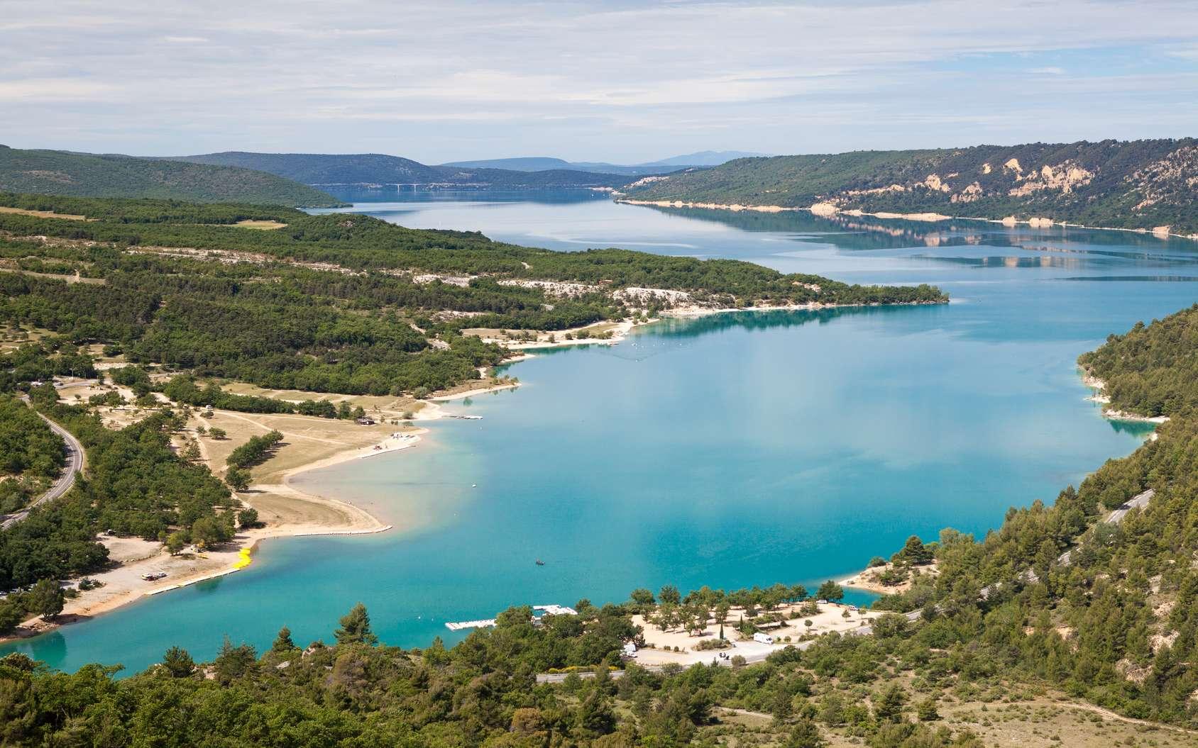 L'eau douce disponible pour les activités humaines représente moins de 1 % de l'eau terrestre. En photo : le lac de Sainte-Croix. © PixelShop, fotolia