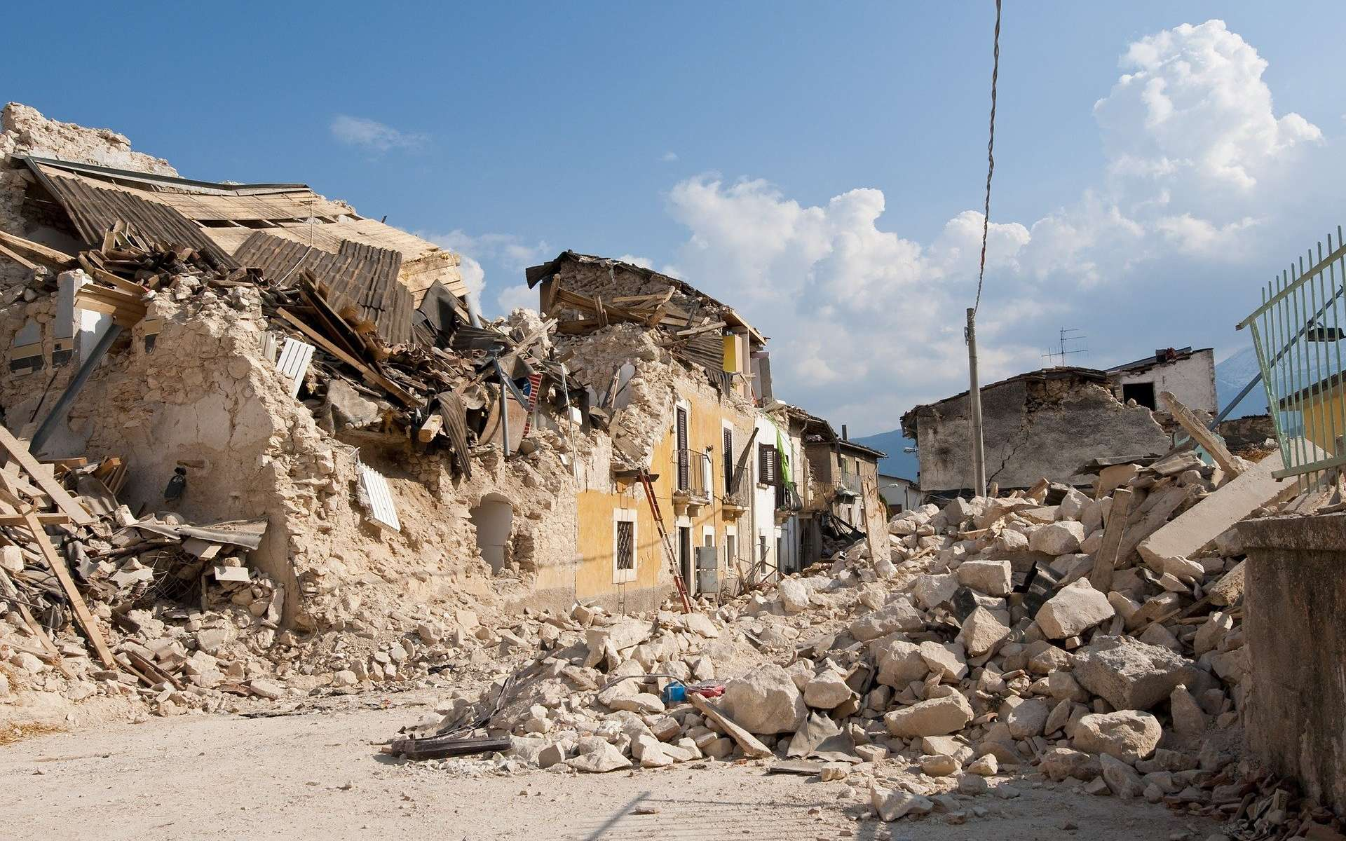 Dégâts causés par un tremblement de terre. © Angelo Giordano, Pixabay