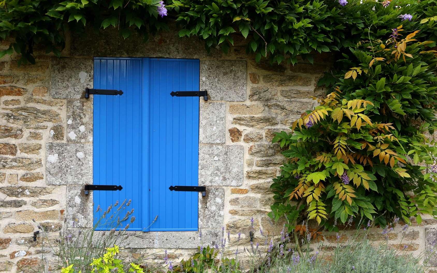 Dans les constructions anciennes, les encadrements de fenêtres étaient en pierre de taille. © Federherz, Fotolia