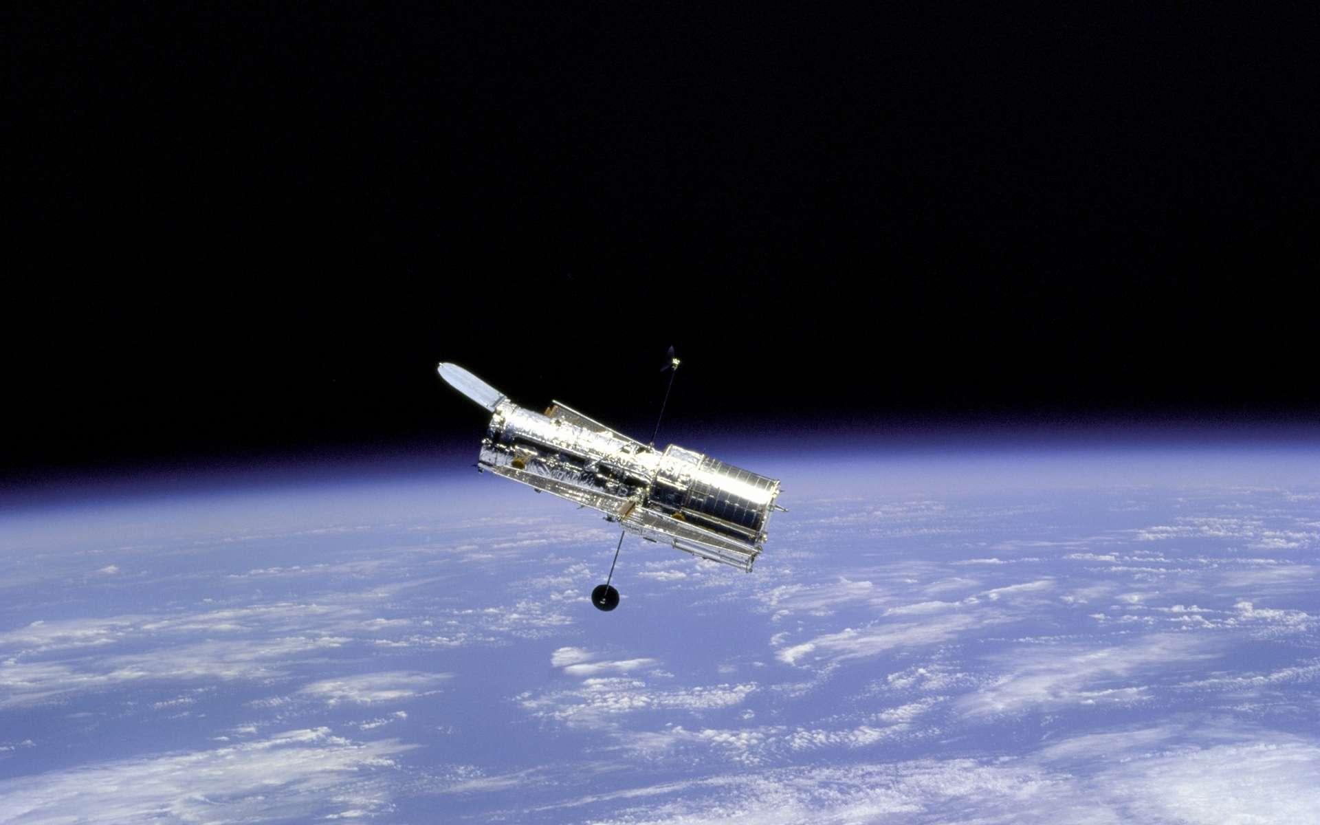 Le télescope spatial Hubble et la Terre. © Nasa