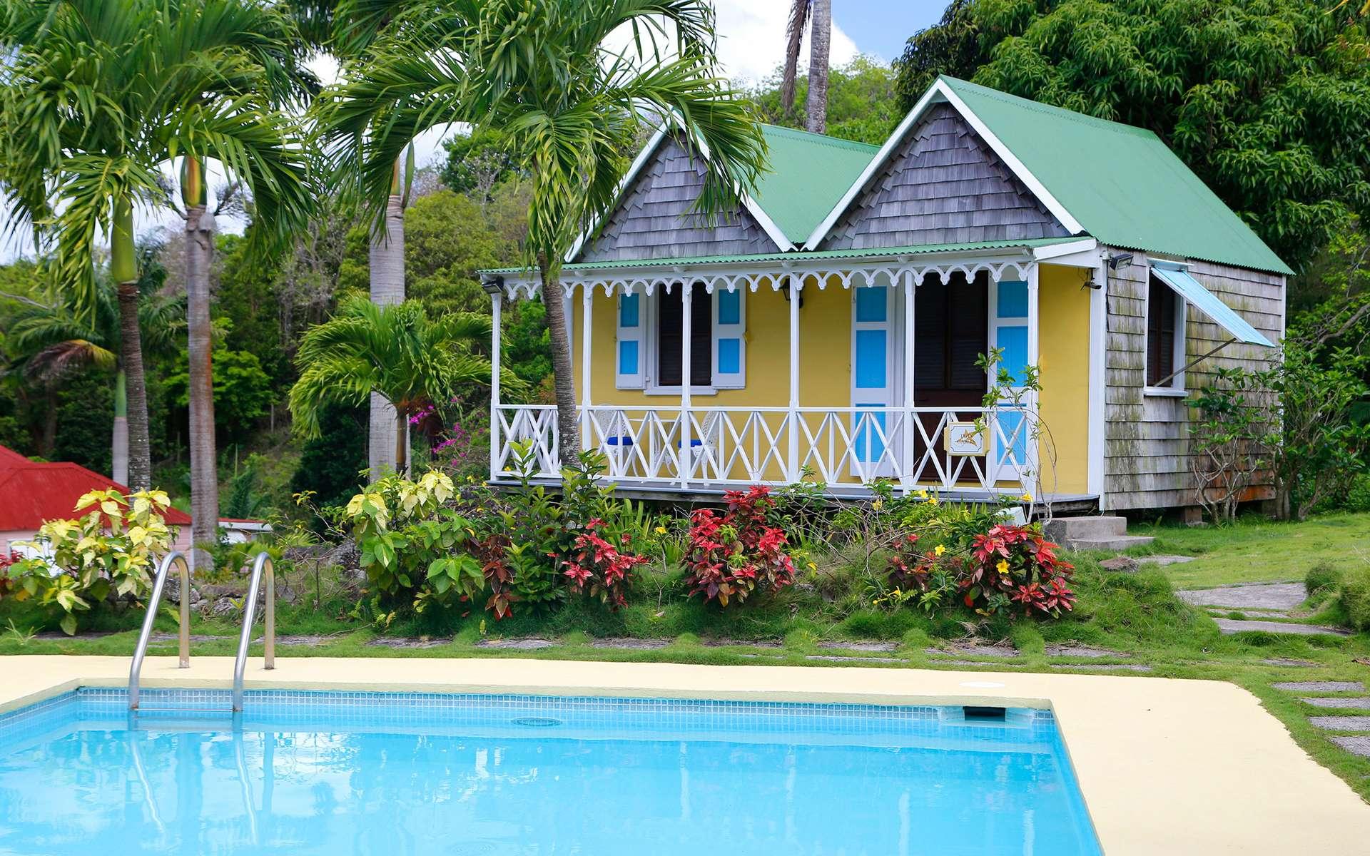 Comme une invite au voyage, les cases traditionnelles des îles Sous-le-Vent arborent d'harmonieuses couleurs. © Antoine tous droits réservés