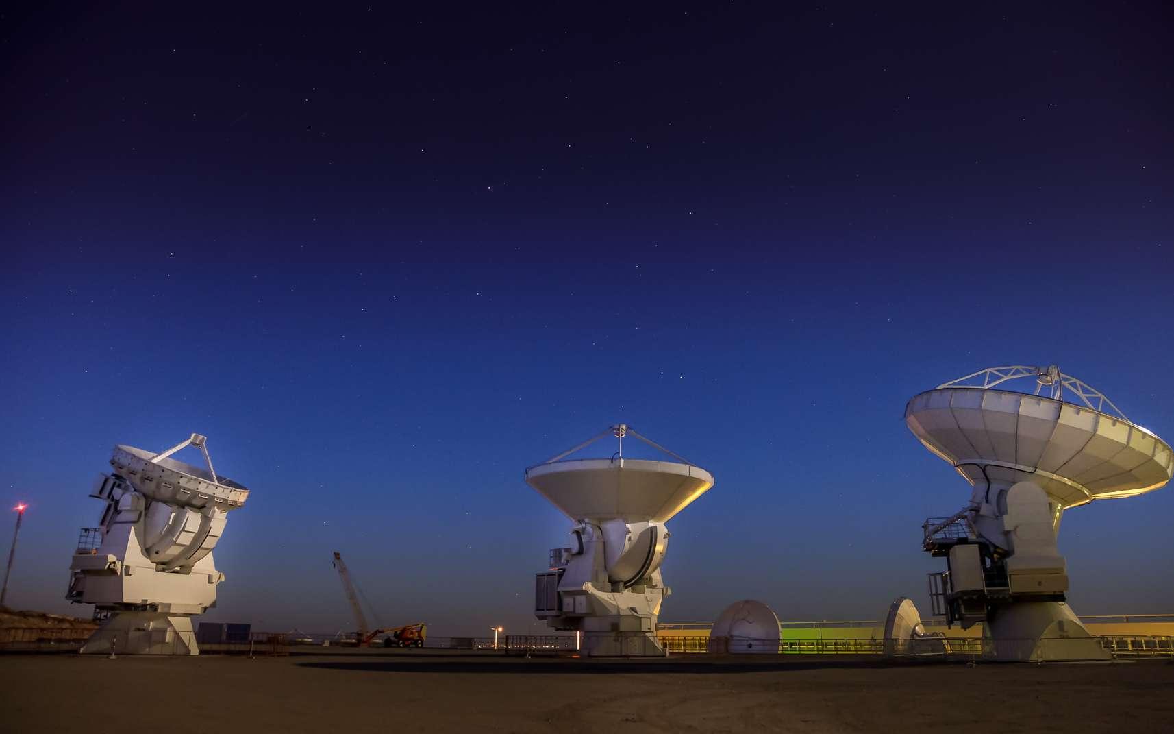 Alma est un ensemble d'antennes paraboliques. © Christian, Fotolia