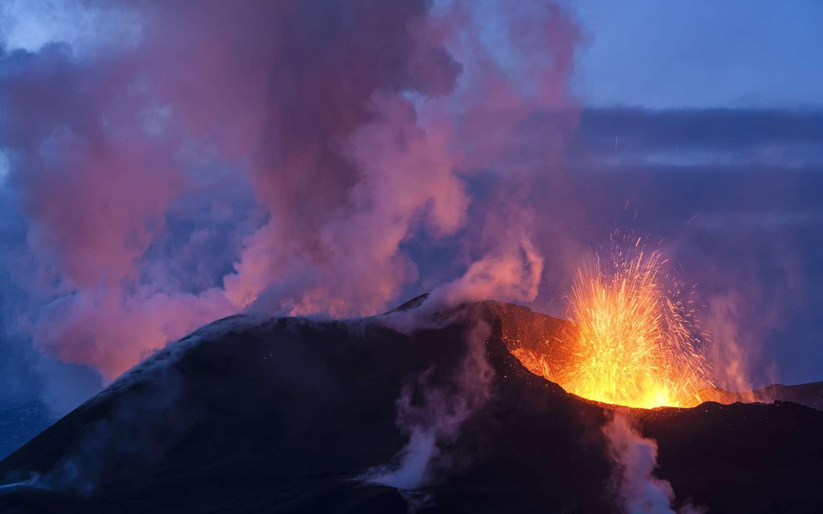 Volcan en éruption. © Romolo Tavani, fotolia