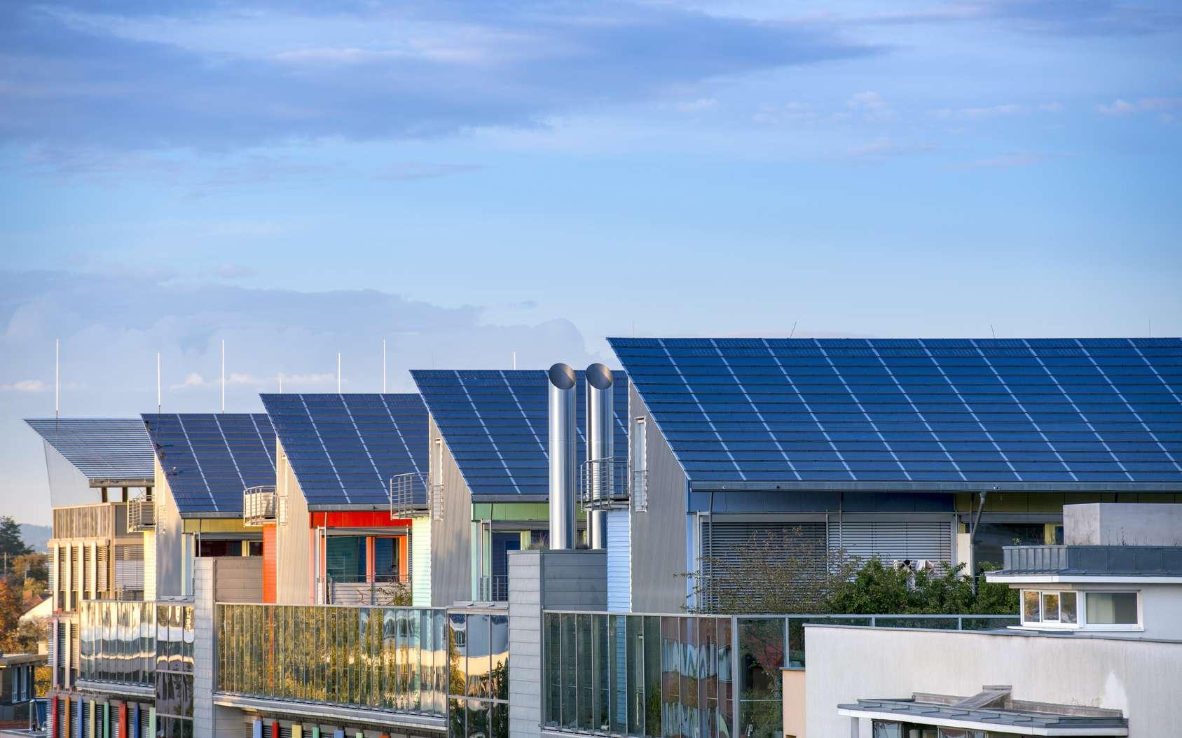 Tesla va créer la plus grande centrale solaire virtuelle en Australie. Le déploiement des panneaux solaires sur les 50.000 habitations s'étalera sur quatre ans. © Gyula Gyukli, Fotolia