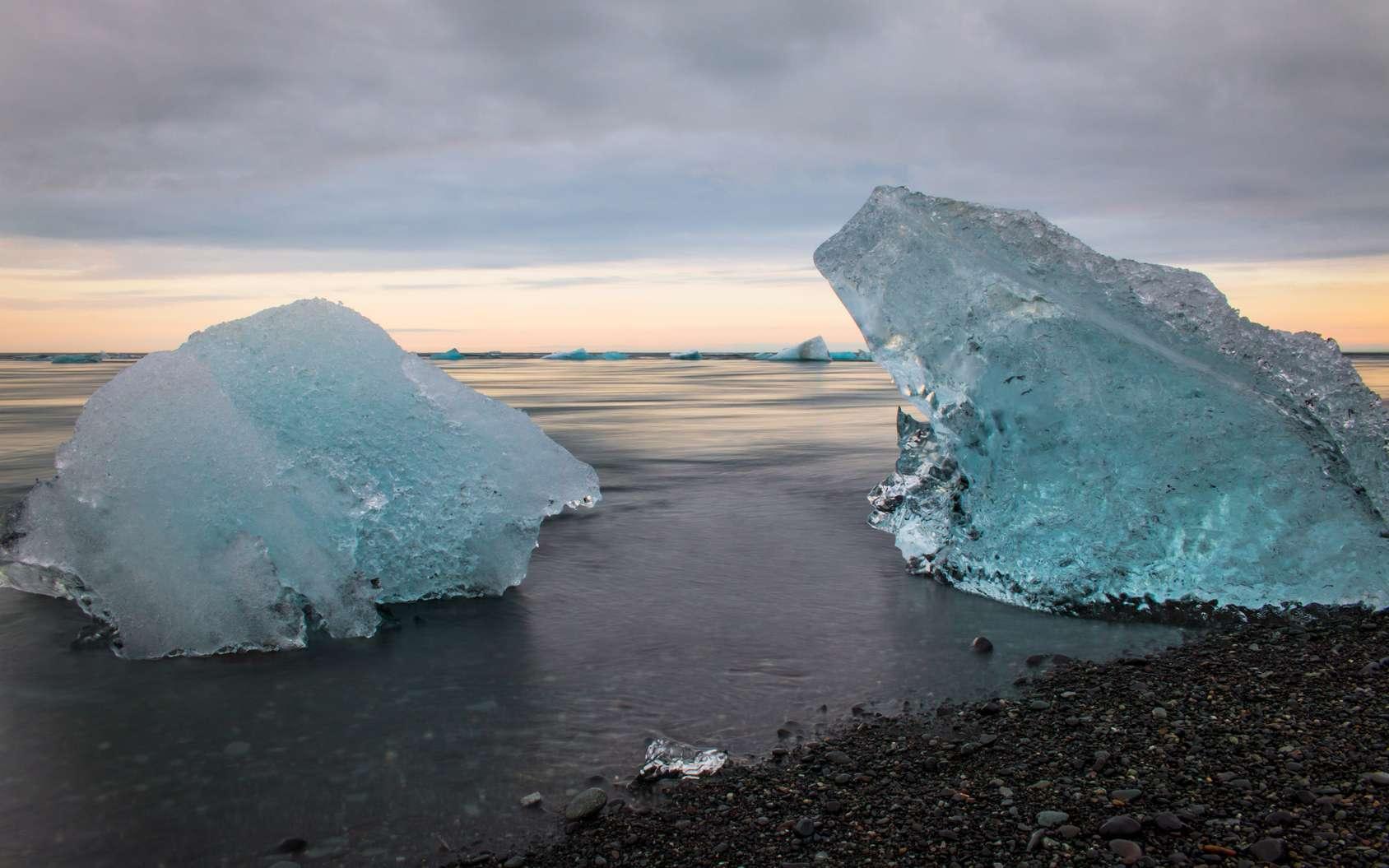 Le rapport spécial du Giec sur les océans et la cryosphère souligne l'urgence d'agir. Ici, un iceberg au lac de Jökulsárlón en Islande. © Thierry Lubar, Fotolia