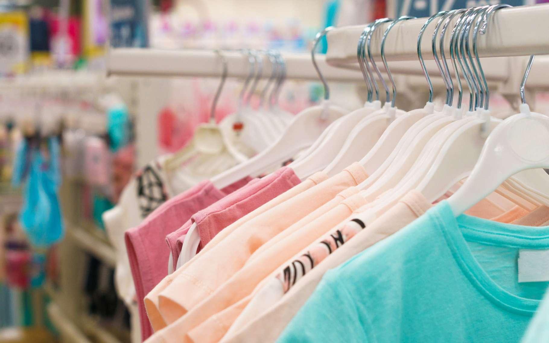 Nos vêtements contiennent plus de 1.000 substances chimiques à l'origine d'allergies cutanées. © Иван Жданов, Fotolia