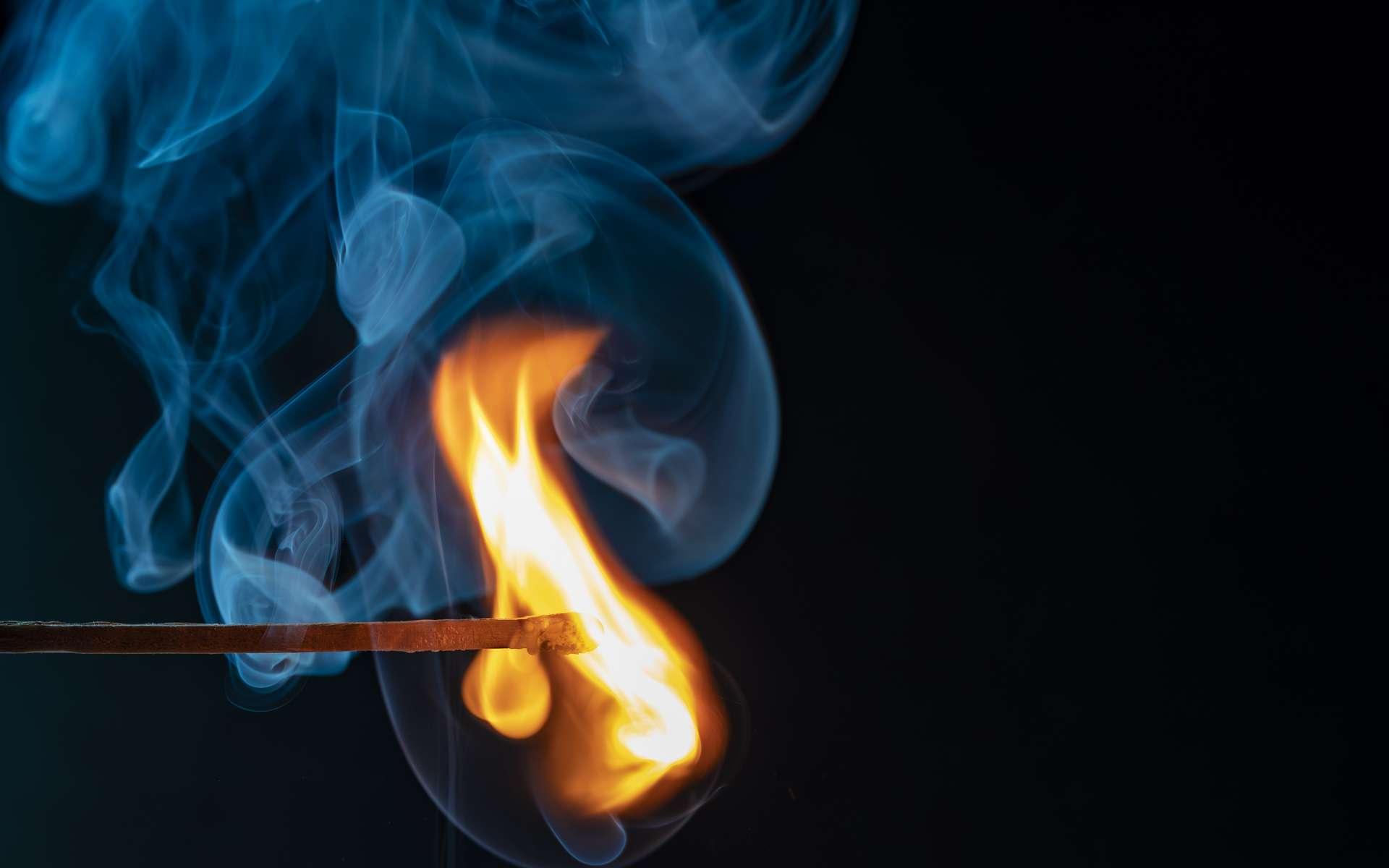 Une flamme chaude, sur Terre. © Uwe Hennig, Adobe Stock