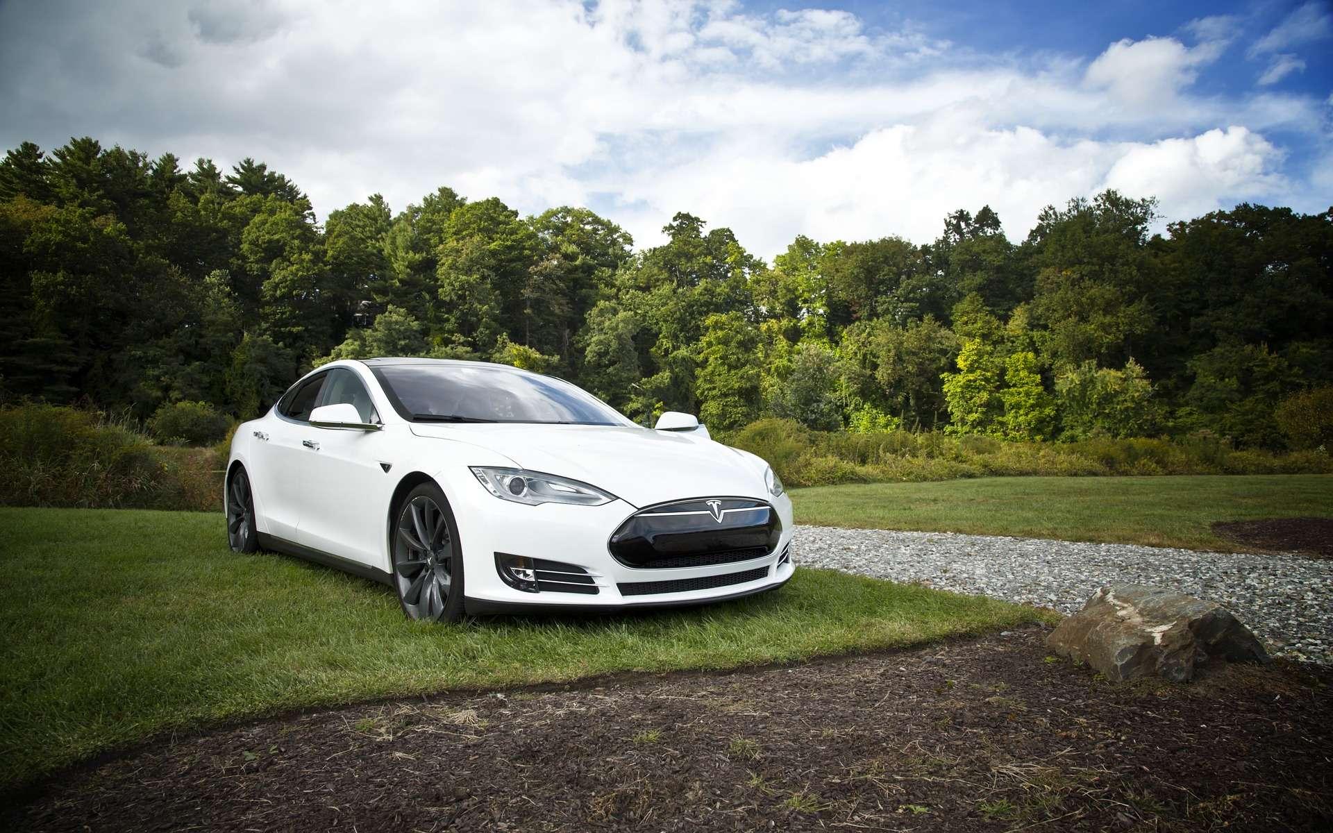 Cette Tesla Model S est équipée du système Autopilot la rendant semi-autonome. © Free-Photos, Pixabay, CC0 Creative Commons