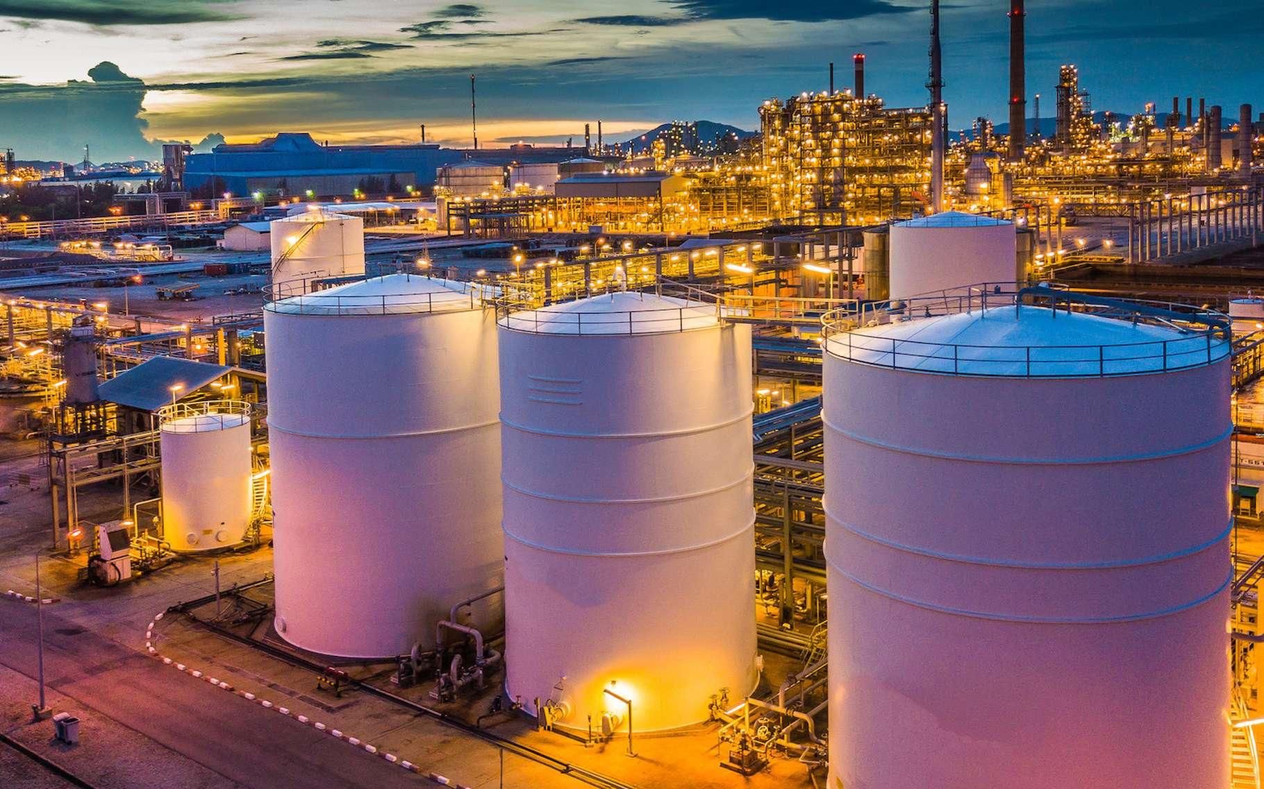 Les installations industrielles classées Seveso sont celles présentant potentiellement un risque important, voire majeur pour les populations alentour. Comme celles manipulant, par exemple, du gaz ou des produits pétroliers ou pétrochimiques. © Kalyakan, Fotolia