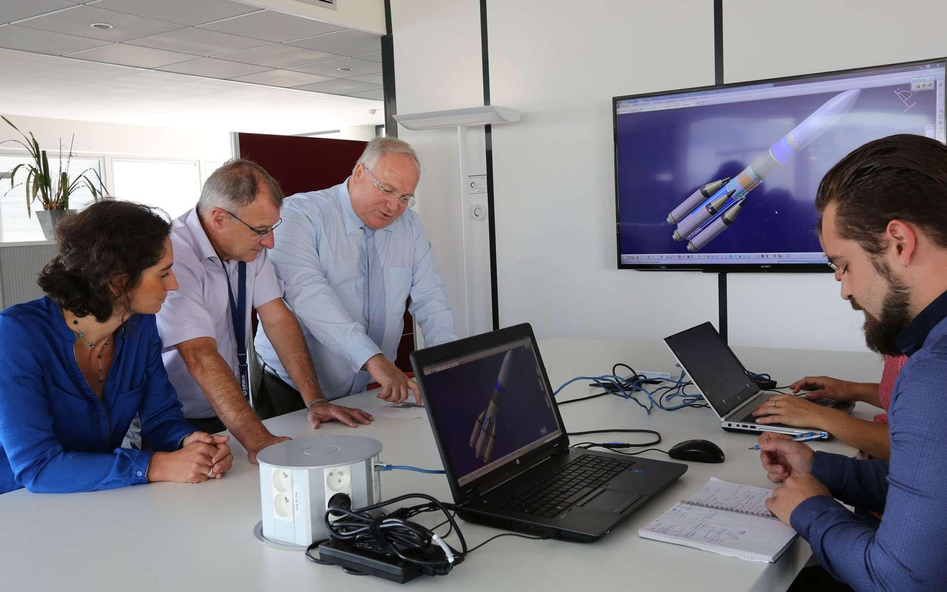 Ariane 6 est un lanceur à deux étages équipé de deux ou quatre boosters. Sa commercialisation doit débuter à la fin de cette année, avec des tarifs inférieurs à ceux d'Ariane 5. L'Ariane 62 (c'est-à-dire à deux boosters) est destinée aux lancements institutionnels. L'Ariane 64 (4 boosters, donc) aura une capacité double et pourra placer 10,5 tonnes en orbite de transfert géostationnaire. © Marie-Sophie Letdurcq, Airbus Defence and Space / Airbus Safran Launchers