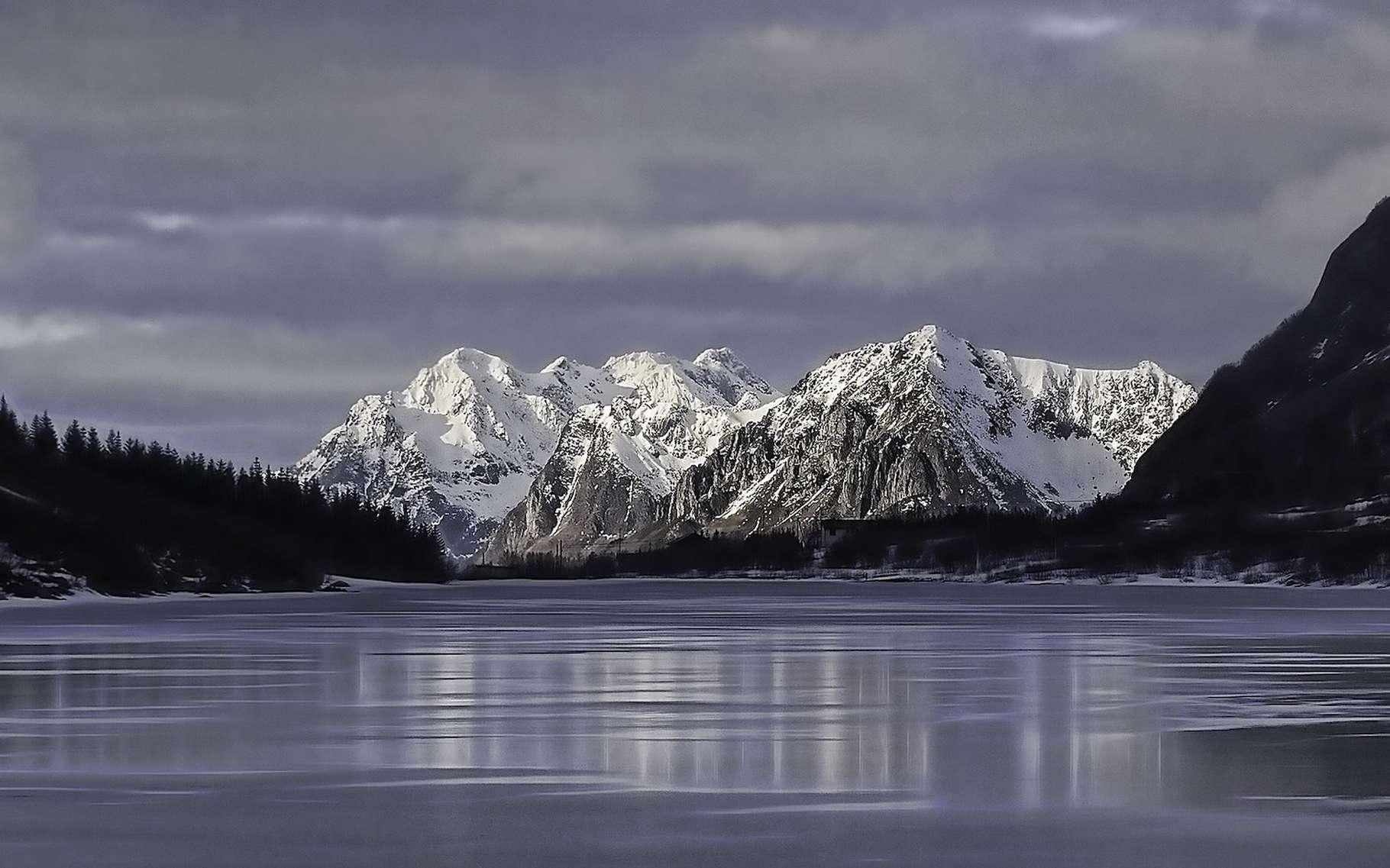 Au fond de la mer de Norvège, des chercheurs d'un centre pour l'environnement arctique, le Cage (Norvège), viennent de mettre à jour des fuites d'une eau tout ce qu'il y a de plus douce. © gustavmelin0, Pixabay License