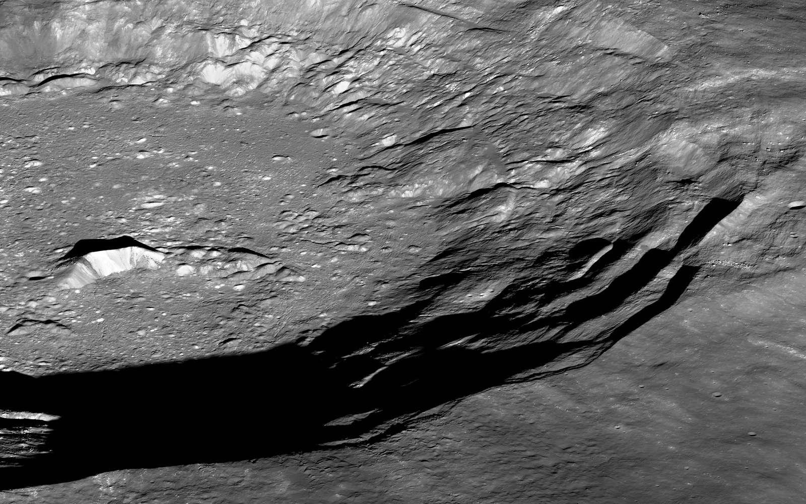 Le cratère lunaire Aristarque photographié une nouvelle fois en juillet 2012 par la sonde LRO. Son premier survol datait de novembre 2011. © Nasa, GSFC, Arizona State University