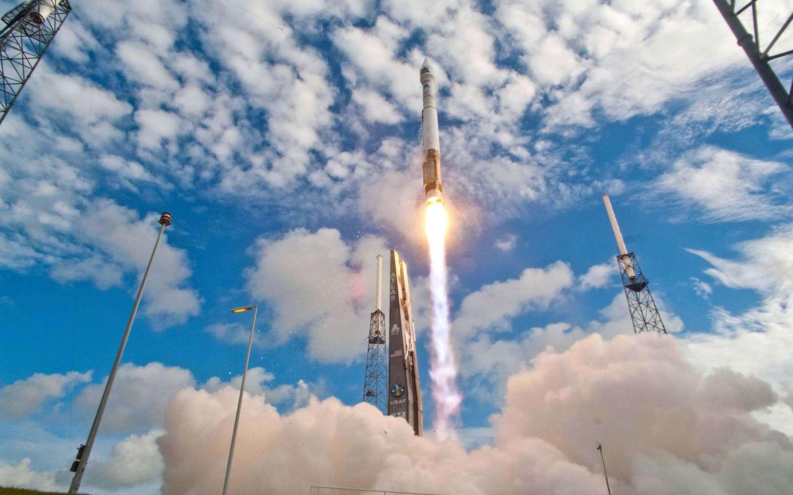 Lancement en novembre 2013 de la sonde Maven à destination de Mars. Ce lanceur sera également utilisé pour lancer le cargo Cygnus d'Orbital Sciences à destination de la Station spatiale internationale. © Nasa, ULA