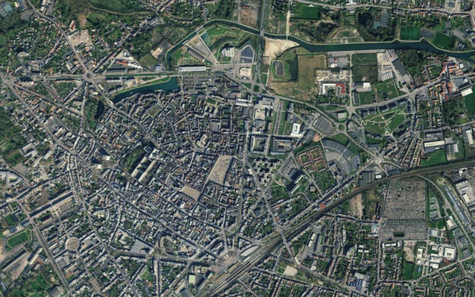 Une vue satellite de la ville d'Arras. © Apple Plans