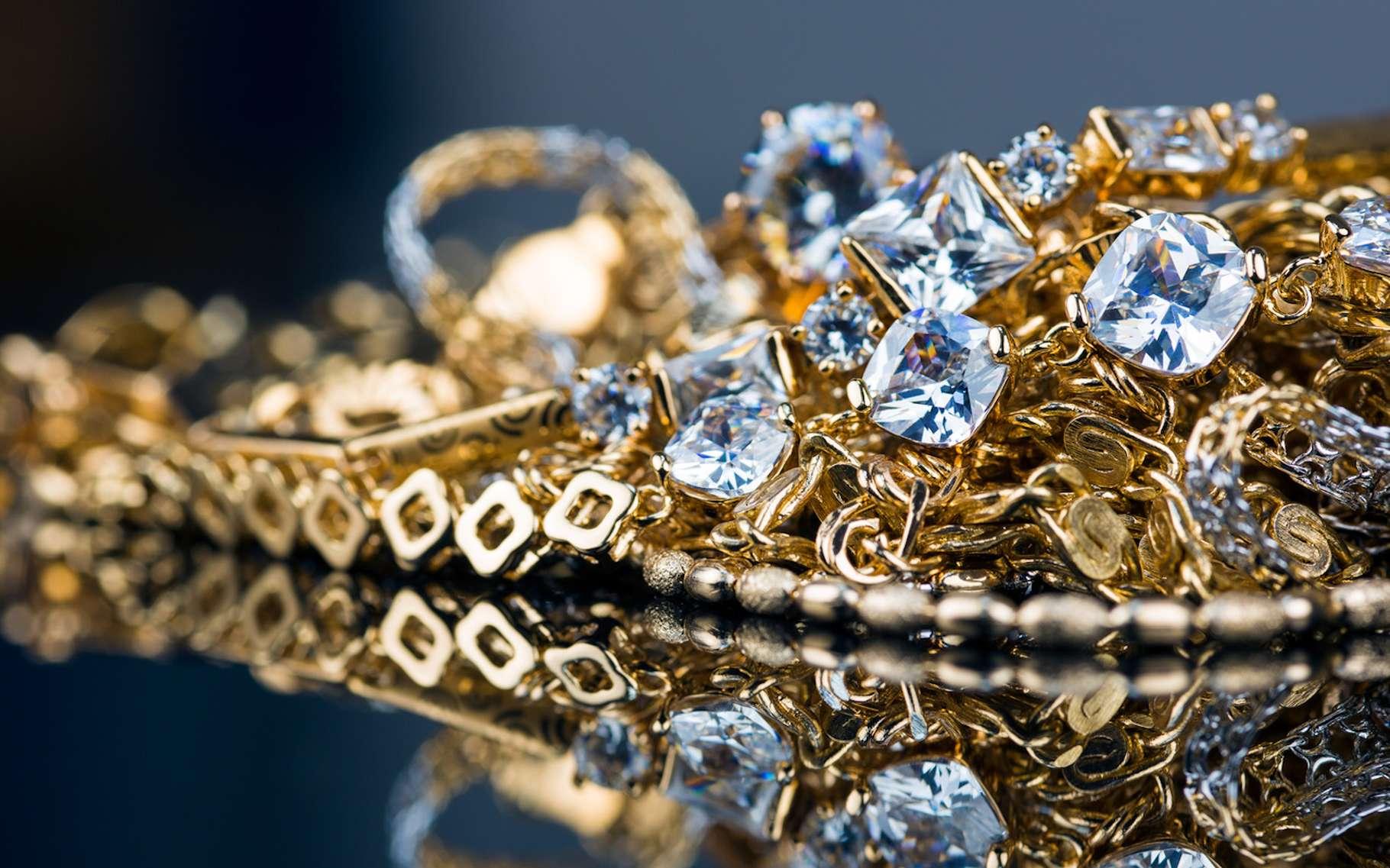 Le carat peut aussi bien désigner la masse d'une pierre précieuse et la pureté d'un métal précieux. © myskiv, Fotolia