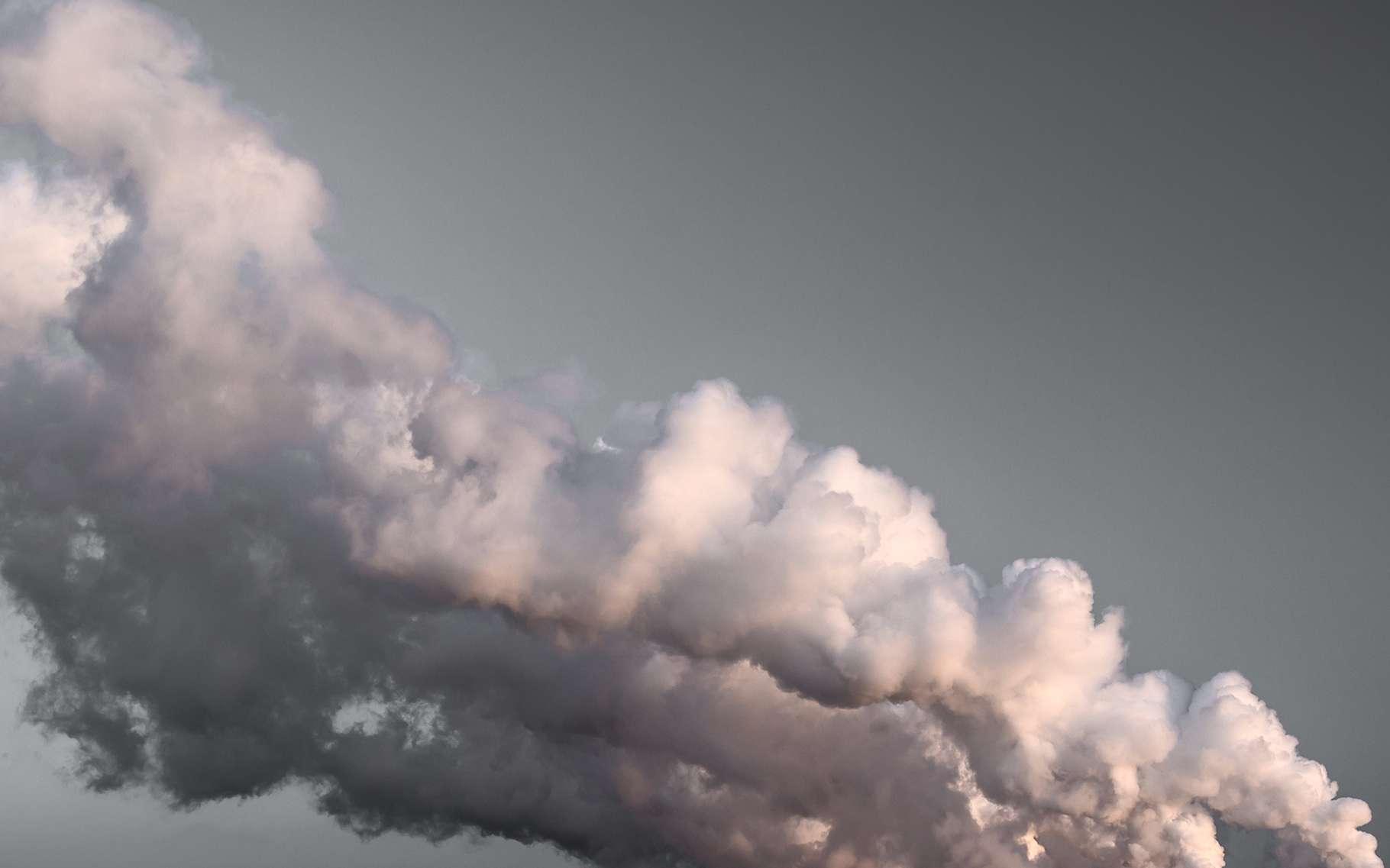 À quelques semaines des discussions de la convention des Nations unies sur les changements climatiques, au Maroc, l'Organisation météorologique mondiale (OMM) tire la sonnette d'alarme en publiant un rapport très inquiétant sur la concentration du CO2 dans l'atmosphère. Celui-ci aurait dépassé le seuil critique des 400 ppm sur toute l'année 2015. L'année 2016 devrait confirmer la présence de ce niveau critique. © Ugis Riba, Shutterstock
