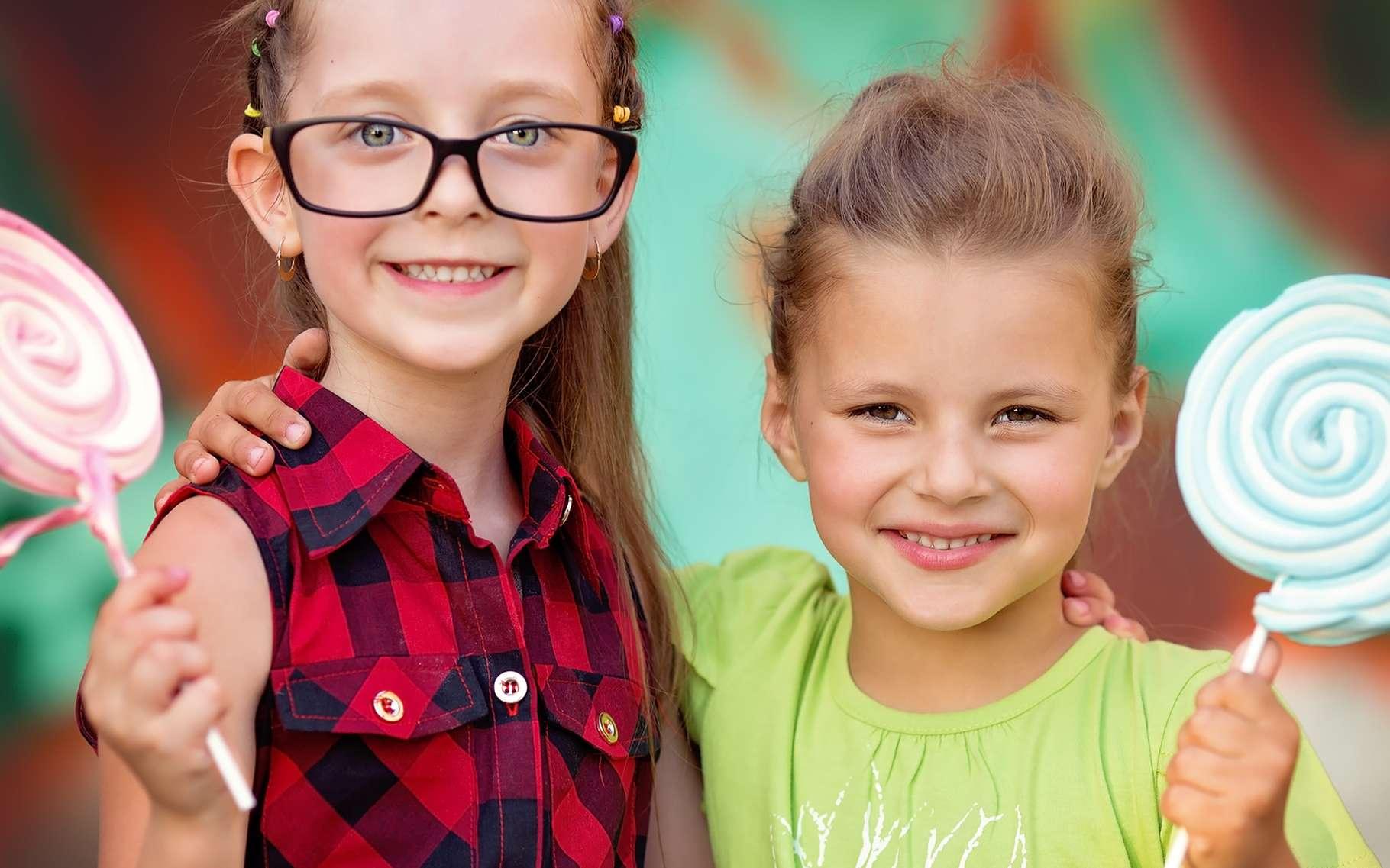 Manger du sucre excite-t-il les enfants ? Beaucoup de parents en sont convaincus. Les scientifiques pourtant ne semblent pas leur donner raison. © Tania Kolinko, Shutterstock